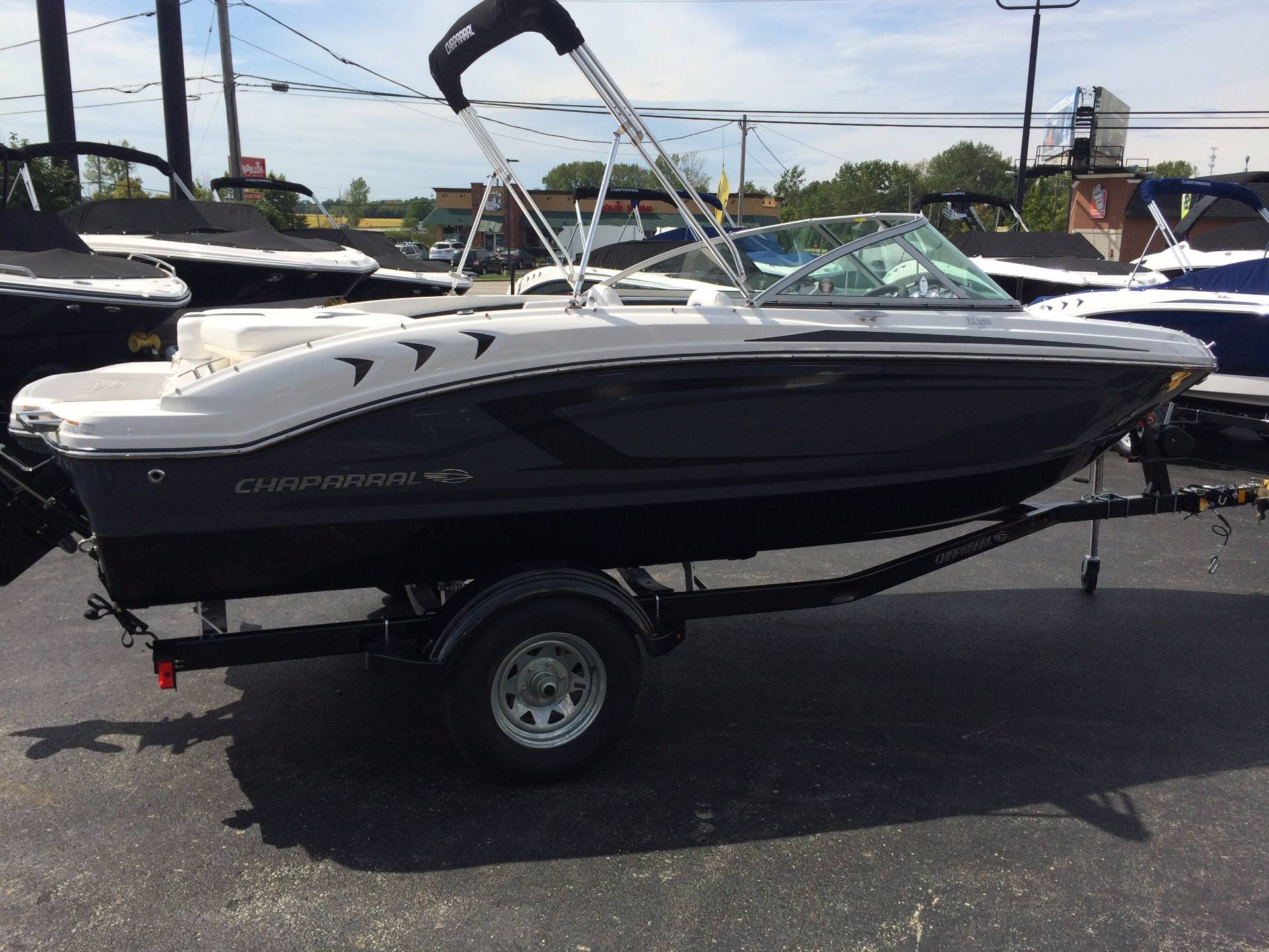 2017 Chaparral 19 H20 in Round Lake, Illinois