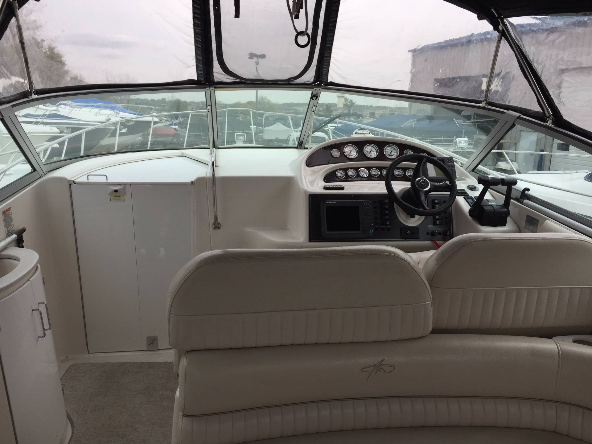 2002 Monterey 322 Cruiser in Round Lake, Illinois