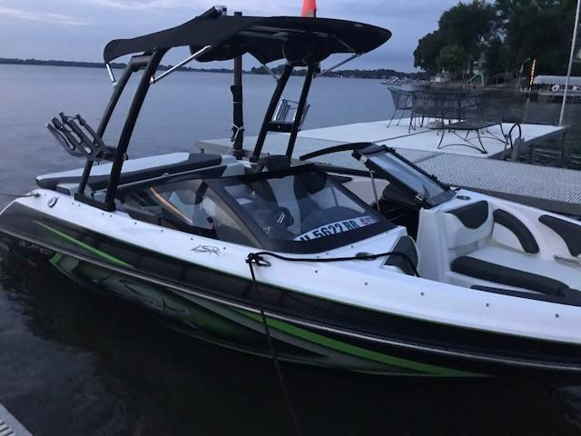 2016 Larson 200 LSR in Round Lake, Illinois