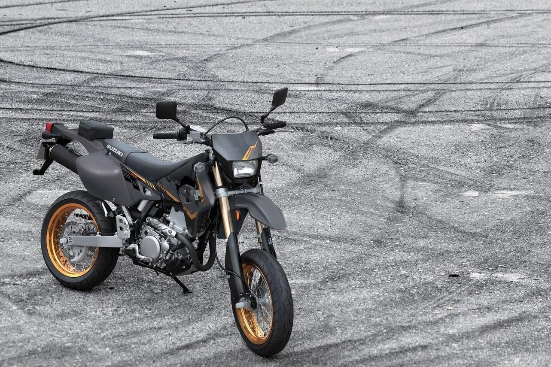 2016 DR-Z400SM