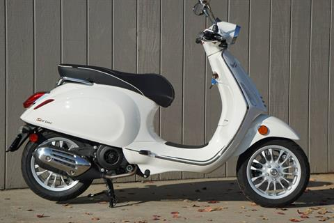 2017 Vespa Sprint 150 in Elk Grove, California - Photo 2