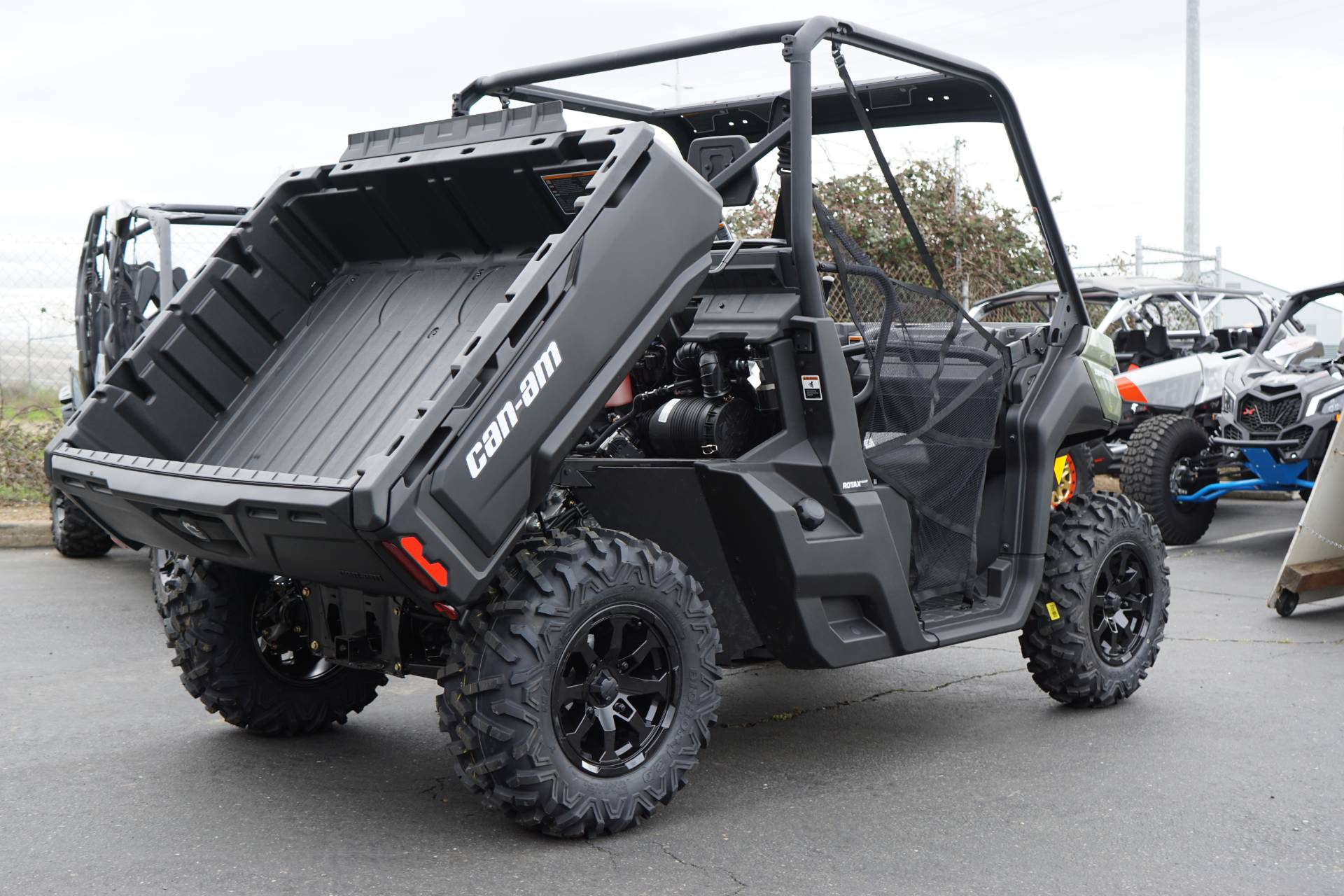 2019 Can-Am™ Defender DPS HD8 9