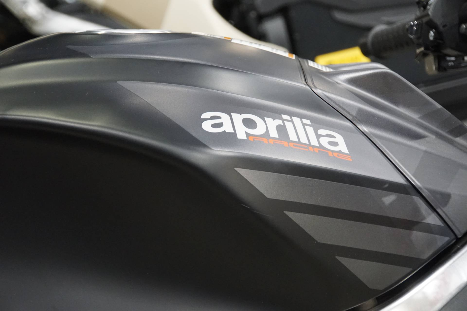 2019 Aprilia Tuono V4 1100 RR ABS in Elk Grove, California - Photo 8
