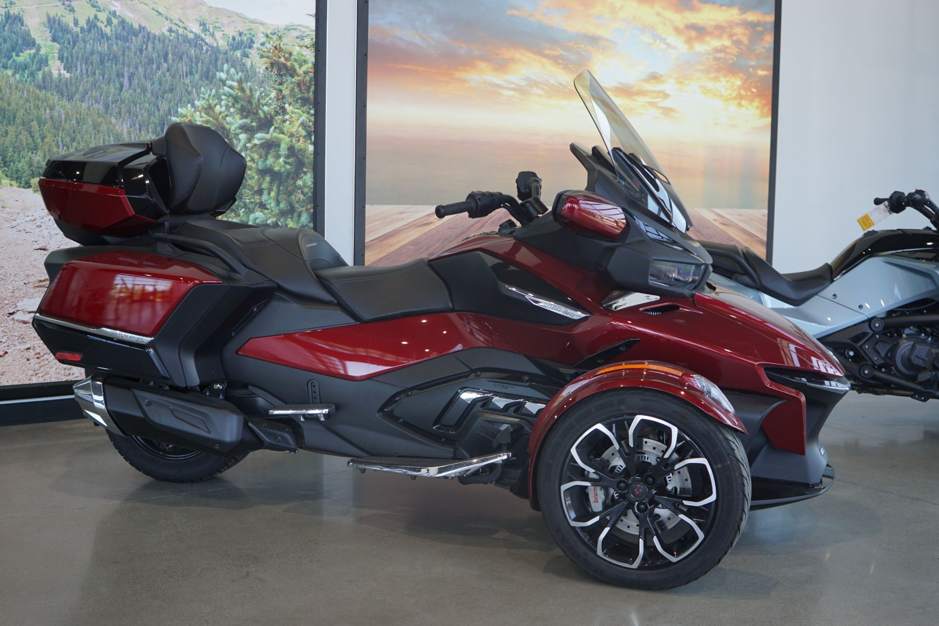2021 Can-Am Spyder RT Limited in Elk Grove, California - Photo 2