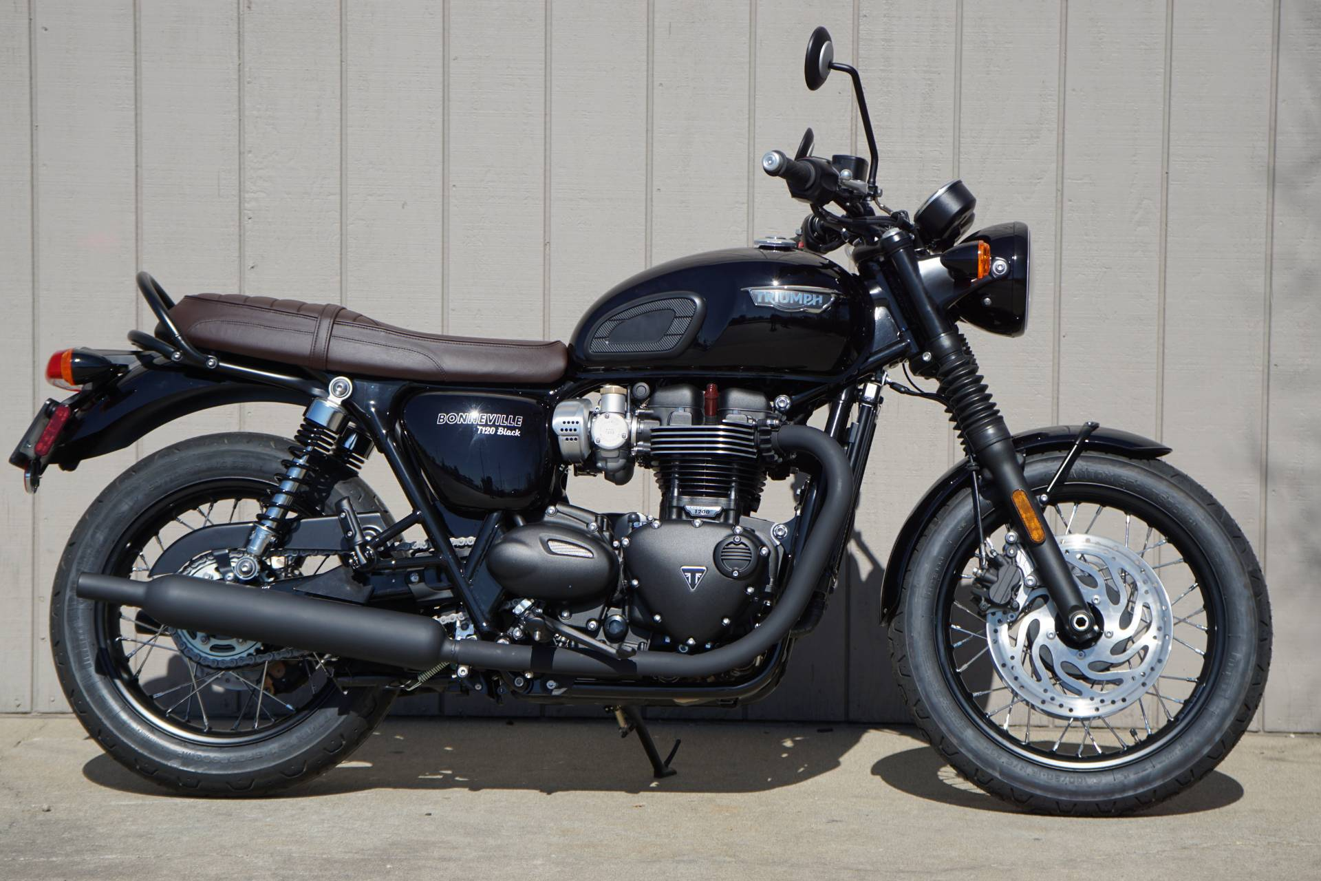 2019 Triumph Bonneville T120 Black in Elk Grove, California - Photo 2