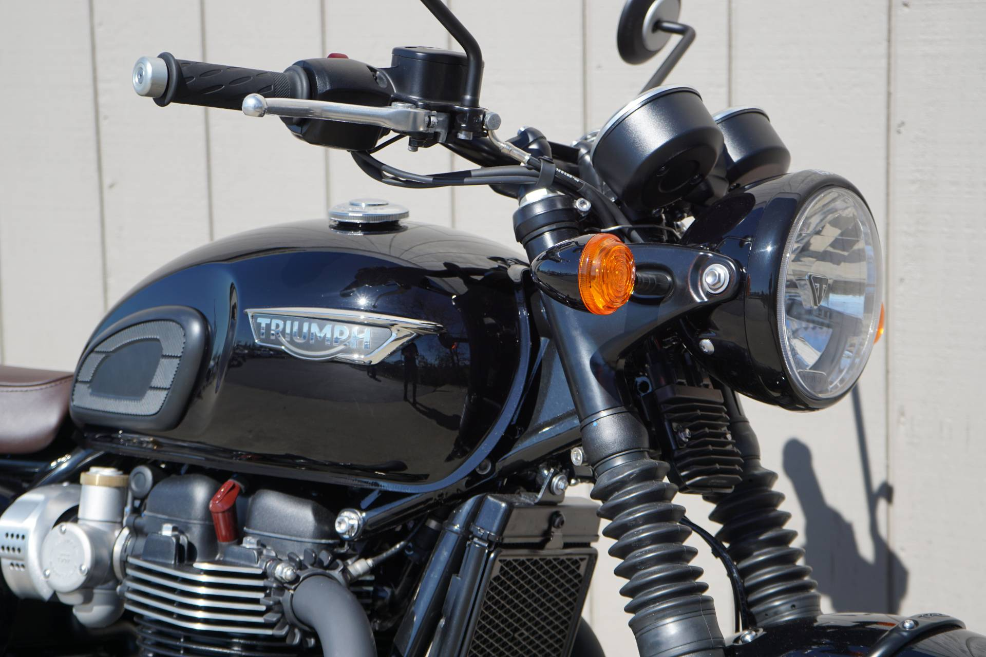 2019 Triumph Bonneville T120 Black in Elk Grove, California - Photo 6