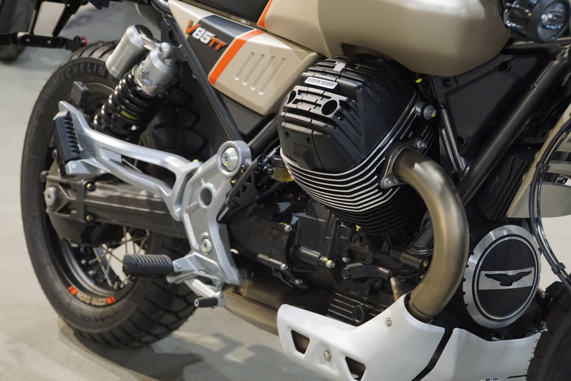 2020 Moto Guzzi V85 TT Travel in Elk Grove, California - Photo 5