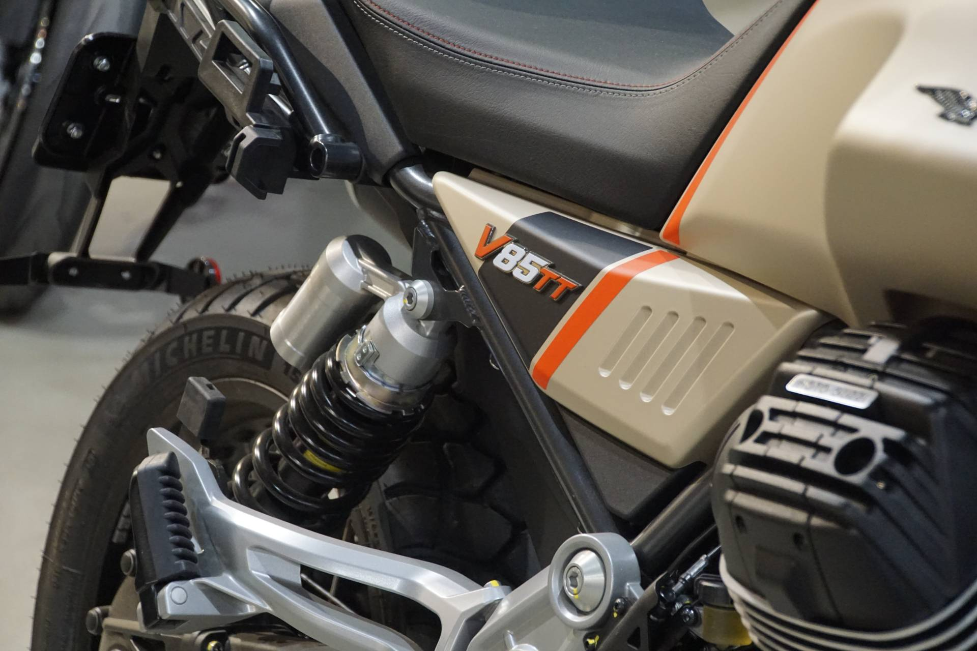 2020 Moto Guzzi V85 TT Travel in Elk Grove, California - Photo 6