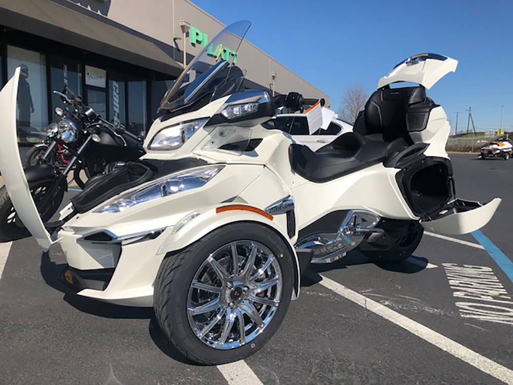 2018 Can-Am™ Spyder RT Limited 1