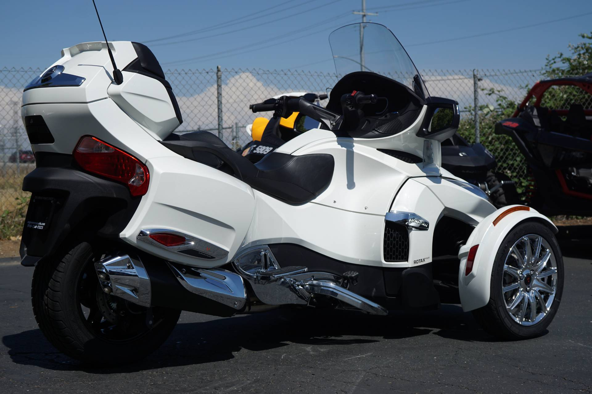 2018 Can-Am Spyder RT Limited in Elk Grove, California - Photo 3