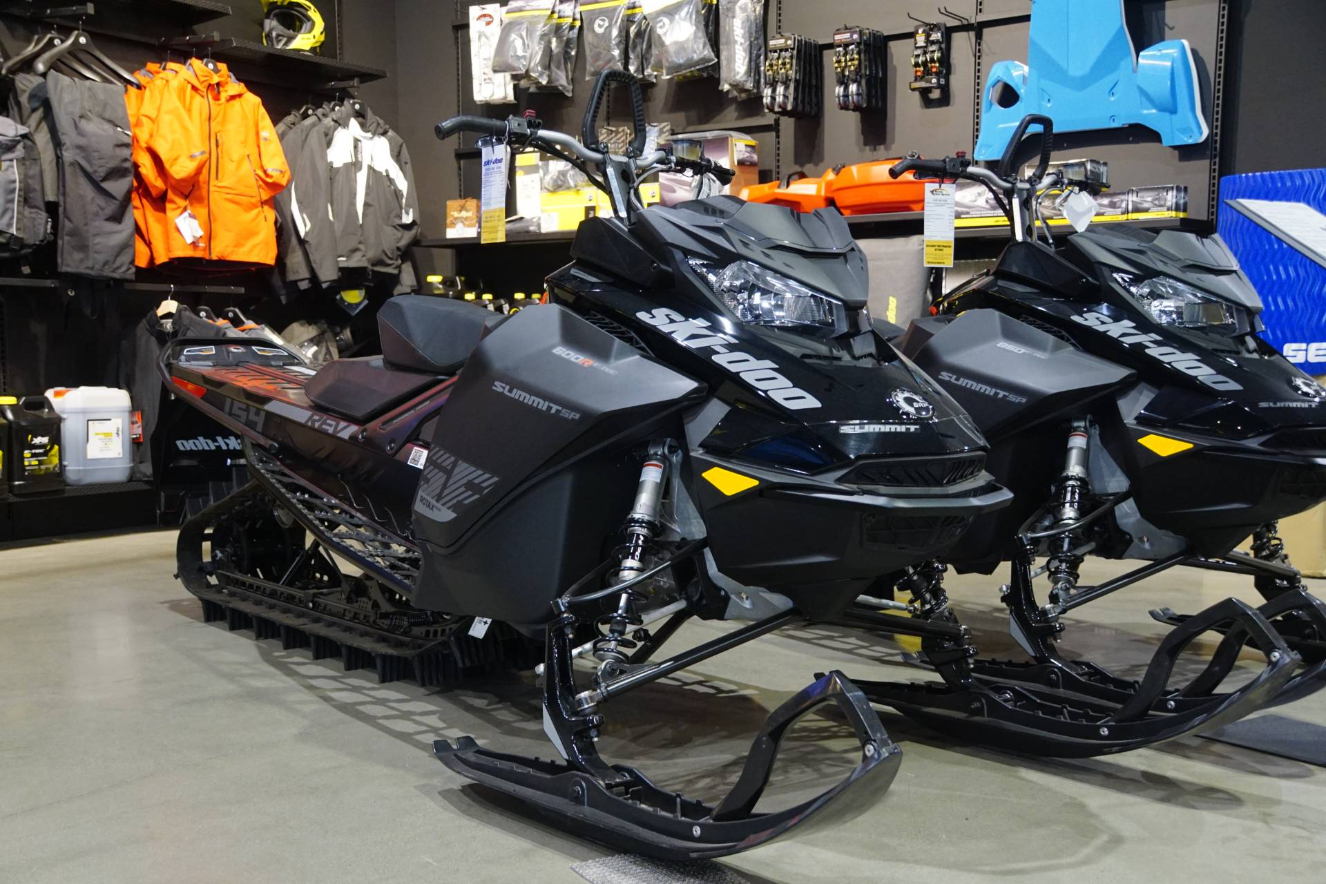2020 Ski-Doo Summit SP 154 600R E-TEC SHOT PowderMax Light 3.0 w/ FlexEdge in Elk Grove, California - Photo 2