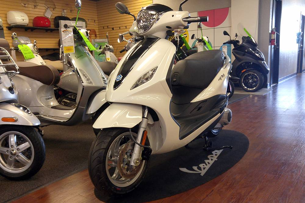 2017 Piaggio FLY 150 3V in Elk Grove, California