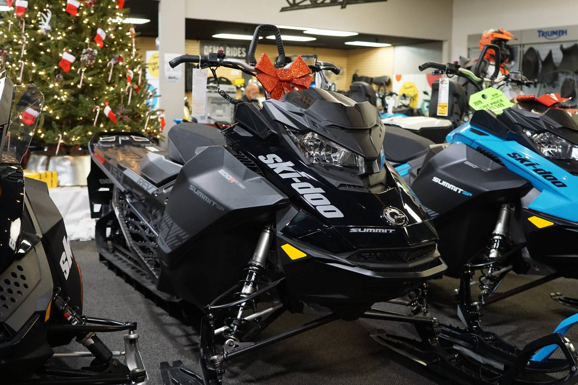 2019 Ski-Doo Summit SP 154 600R E-TEC SHOT PowderMax Light 3.0 w/ FlexEdge in Elk Grove, California - Photo 2