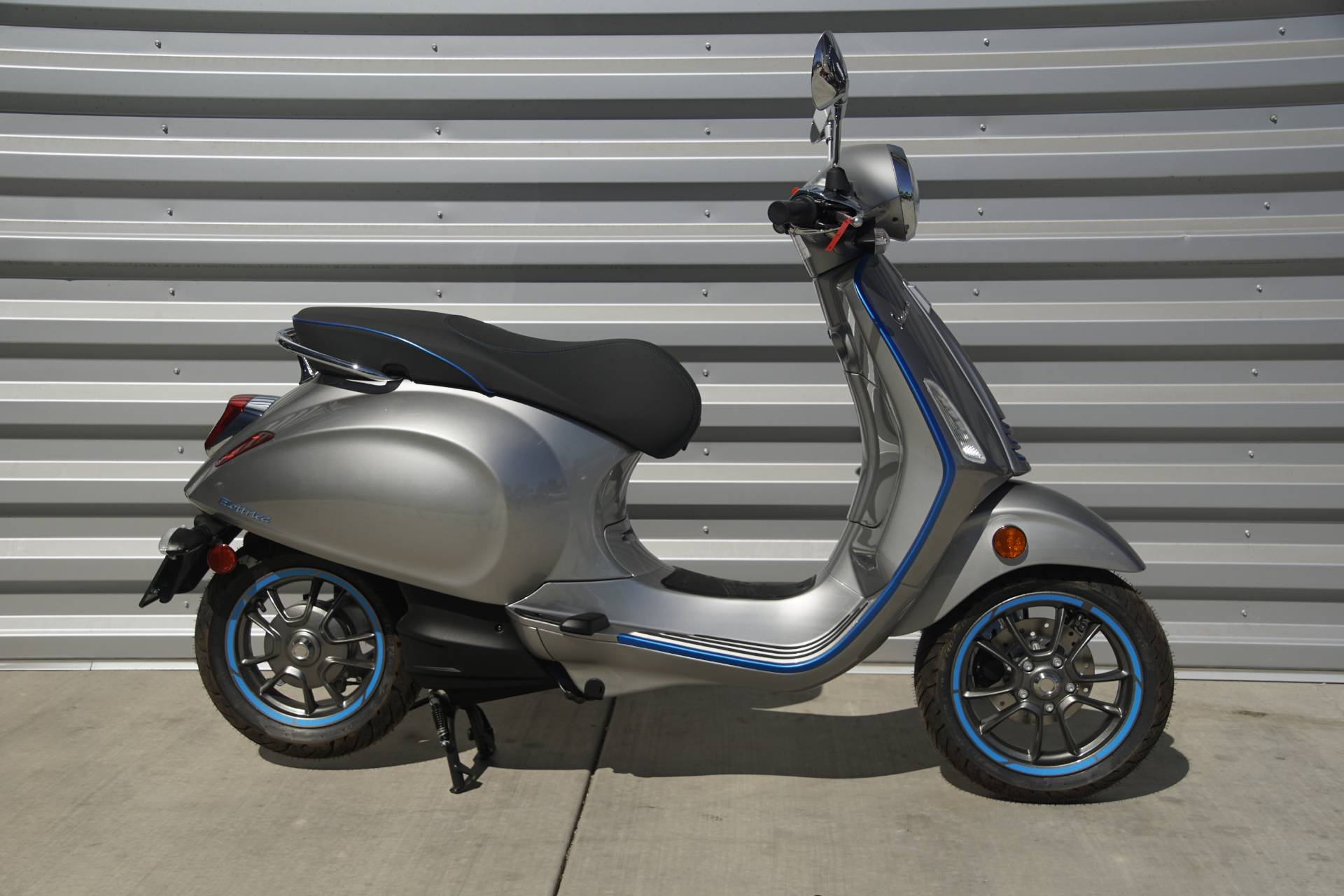 2020 Vespa Elettrica 30 MPH in Elk Grove, California - Photo 2