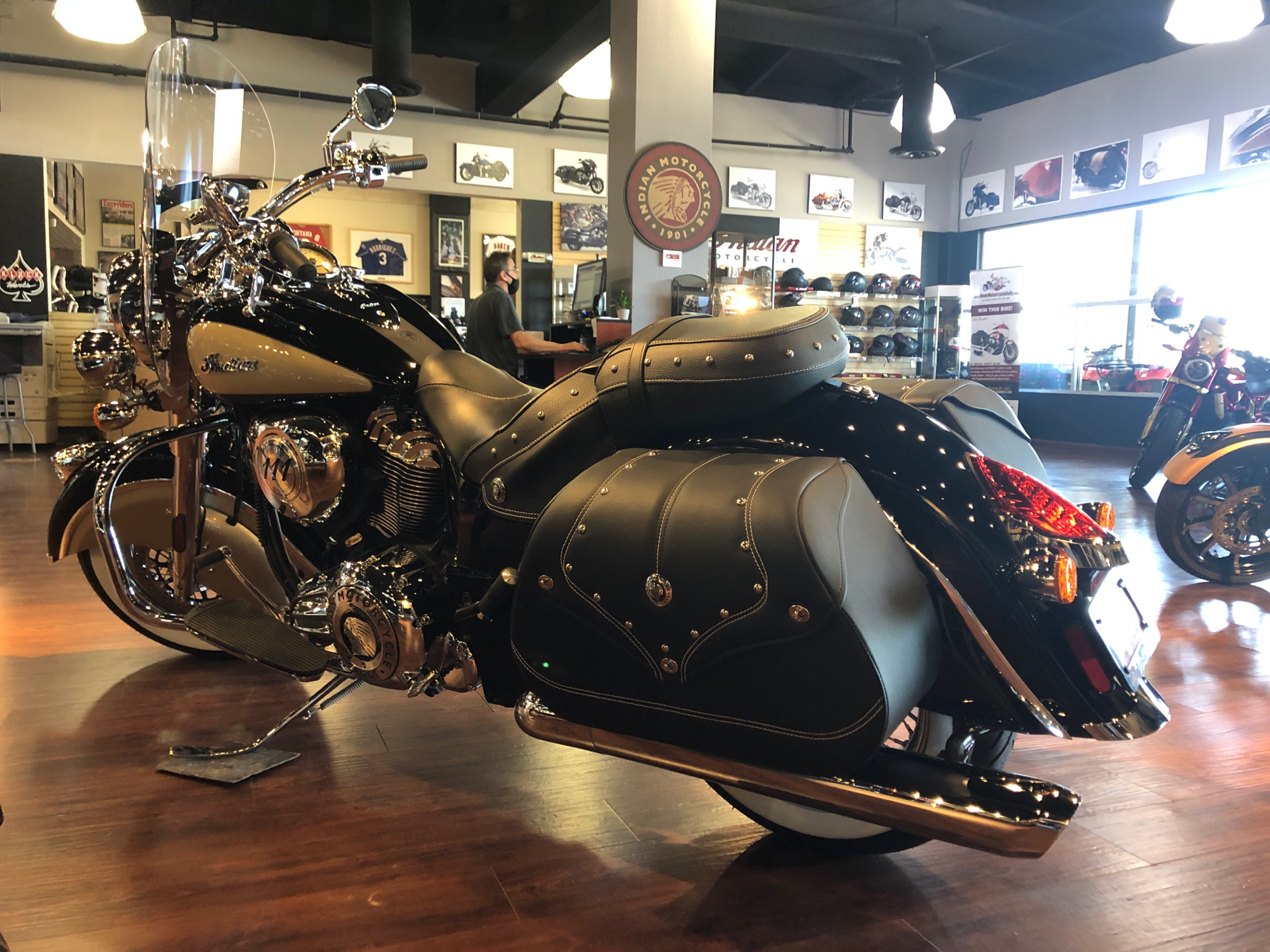2021 Indian Vintage in Hollister, California - Photo 2
