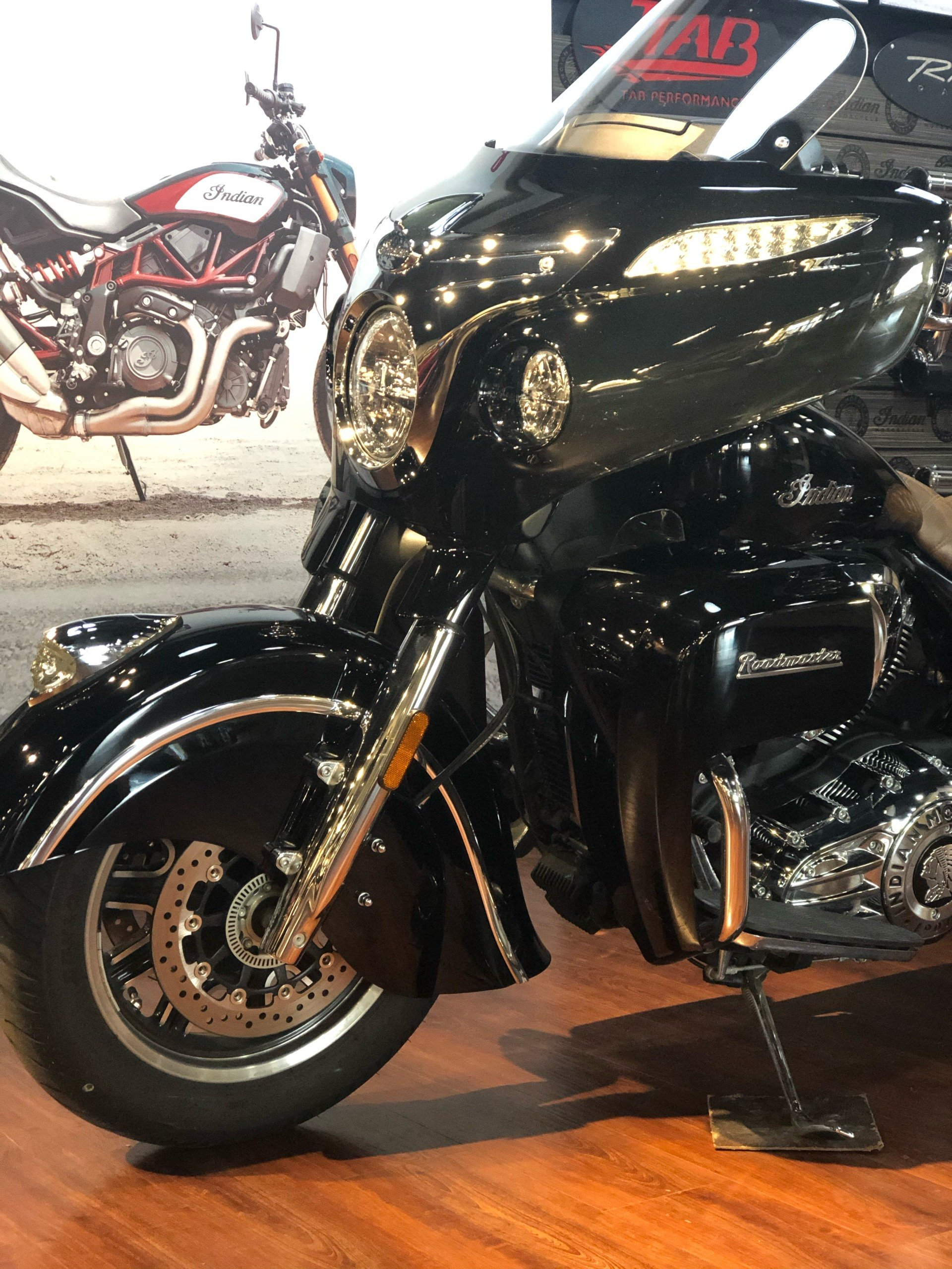 2017 Indian Roadmaster® in Hollister, California - Photo 2