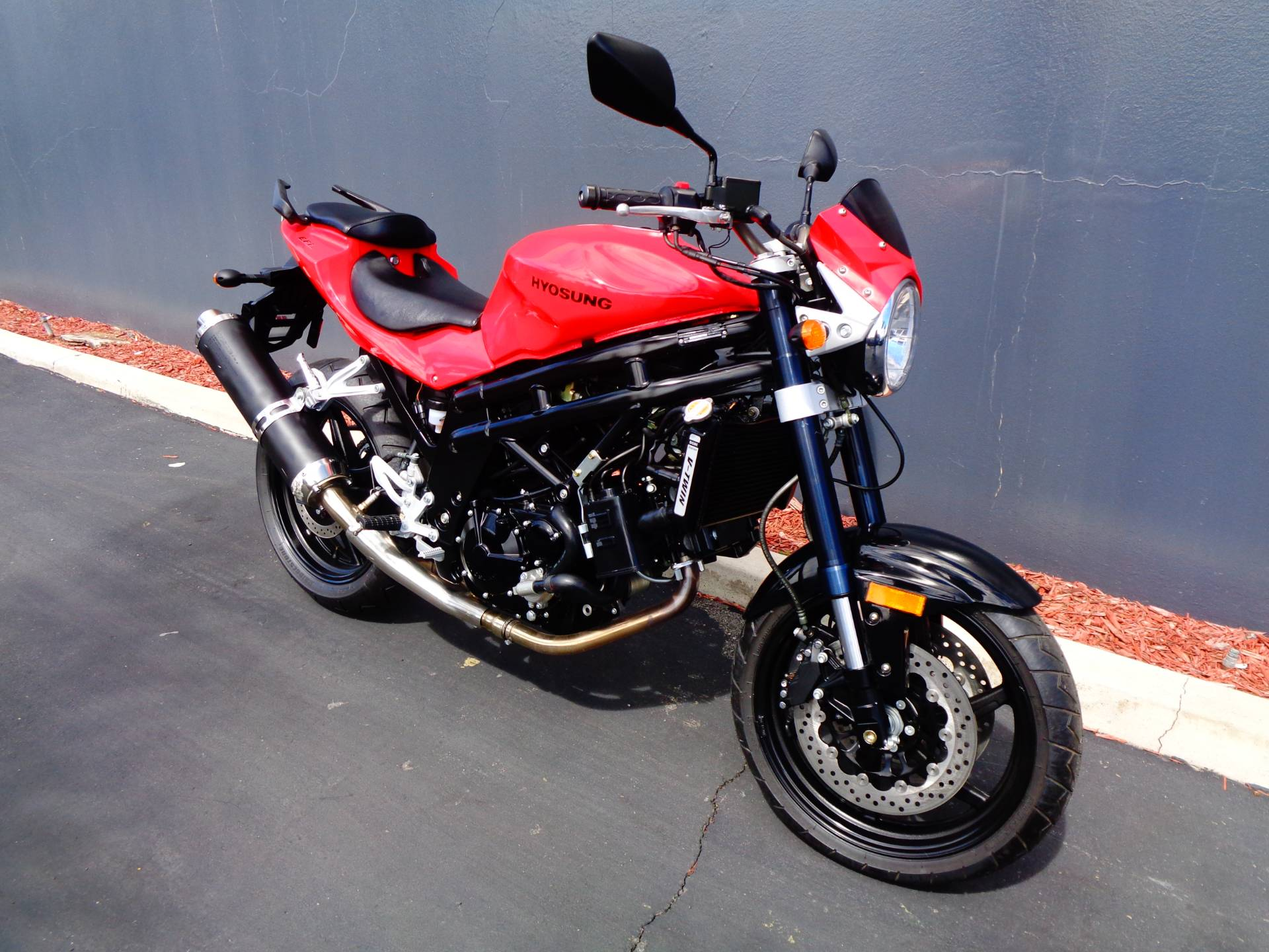 2010 Hyosung GT650 in Chula Vista, California - Photo 2