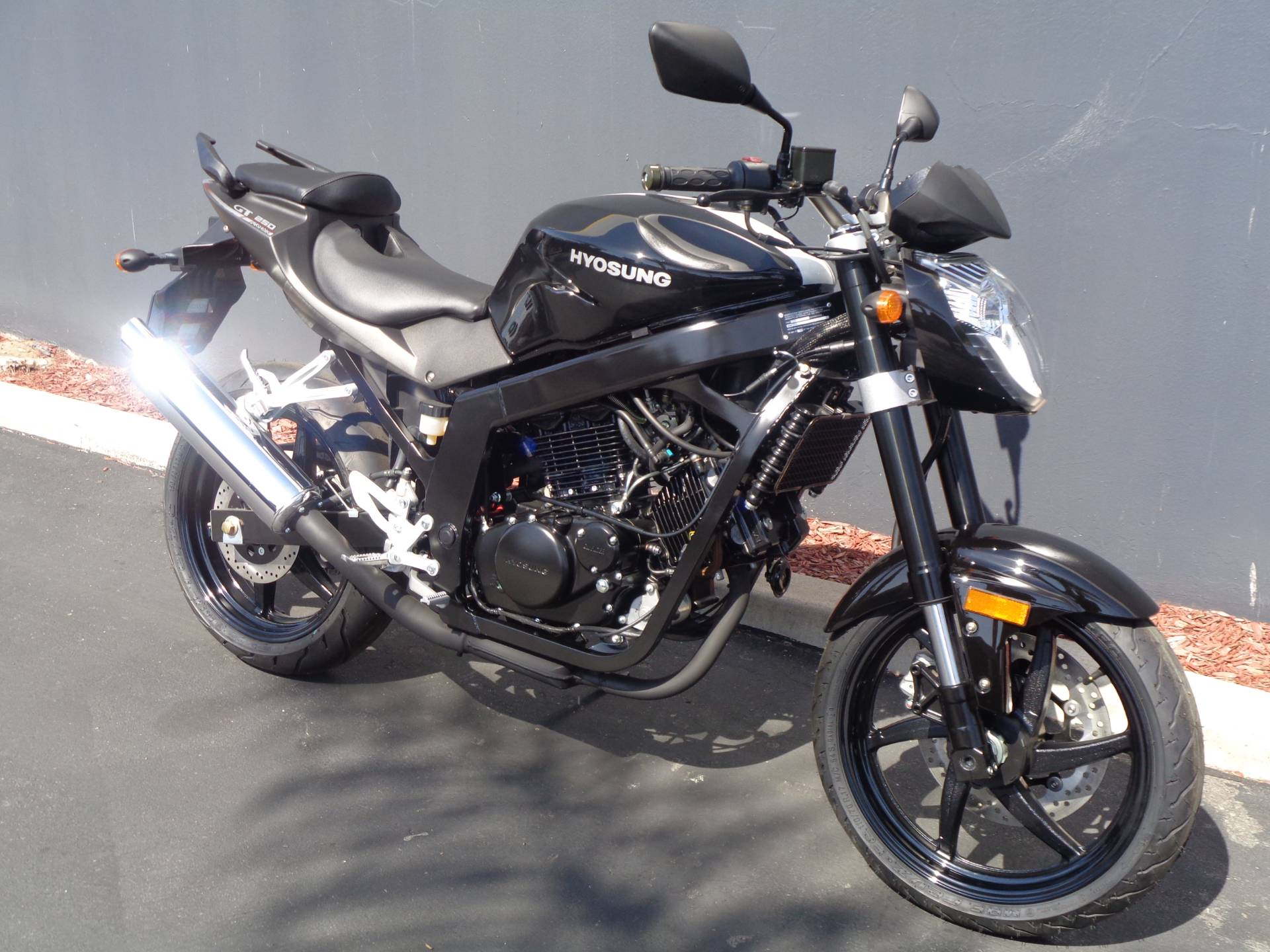 2016 Hyosung GT250 in Chula Vista, California - Photo 2