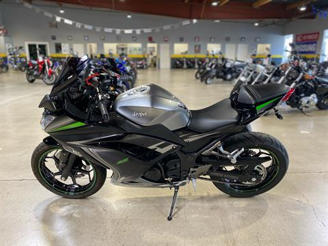 2015 Kawasaki Ninja® 300 SE in Chula Vista, California - Photo 5