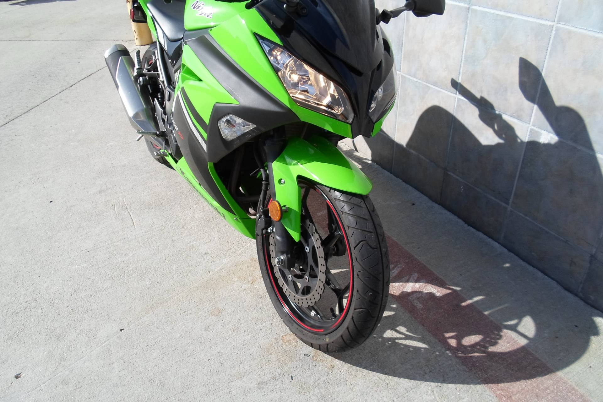2014 Kawasaki Ninja® 300 SE in San Marcos, California - Photo 4