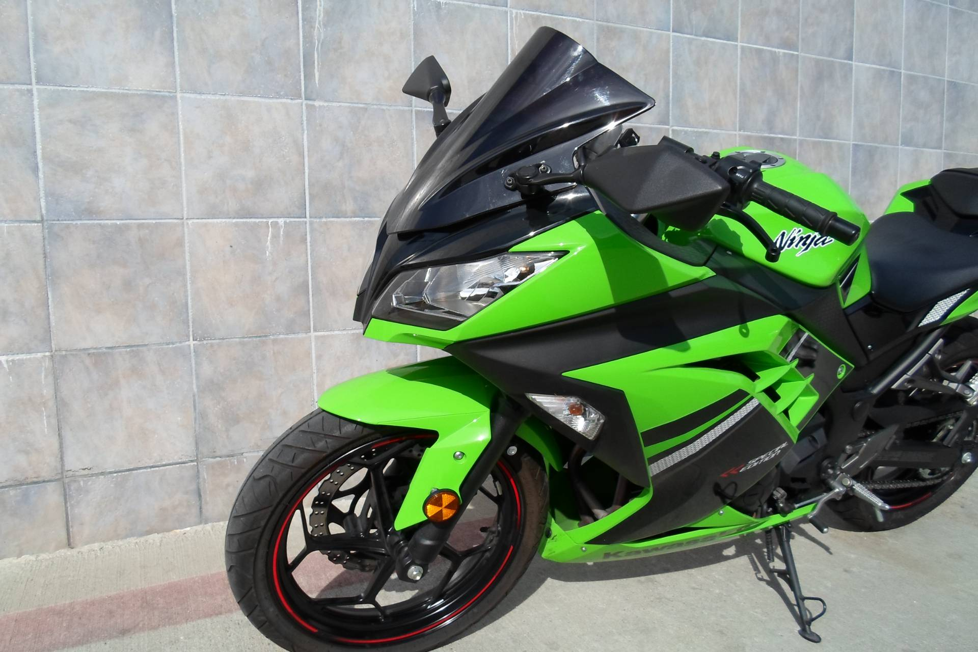 2014 Kawasaki Ninja® 300 SE in San Marcos, California - Photo 5