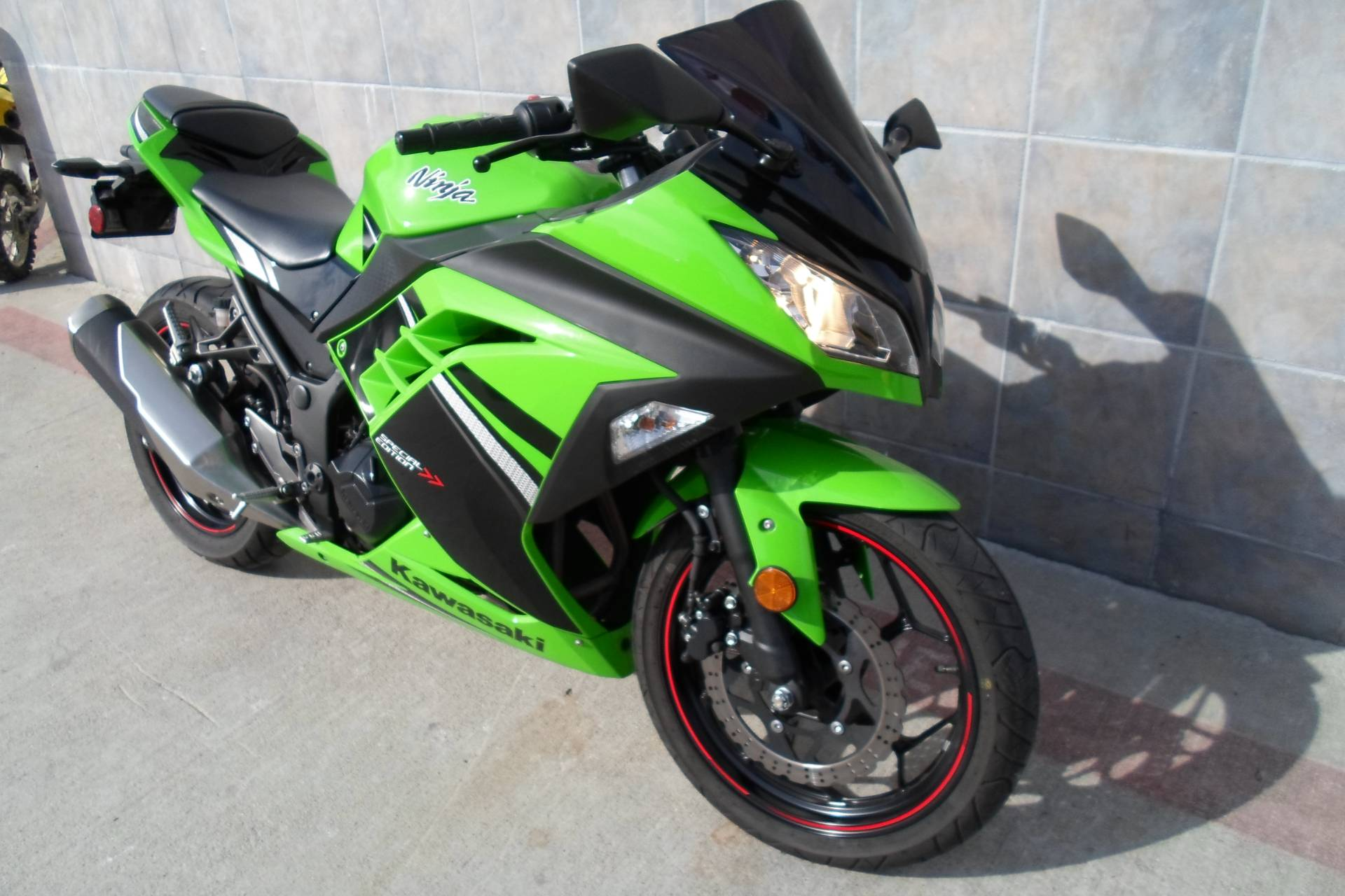 2014 Kawasaki Ninja® 300 SE in San Marcos, California - Photo 12