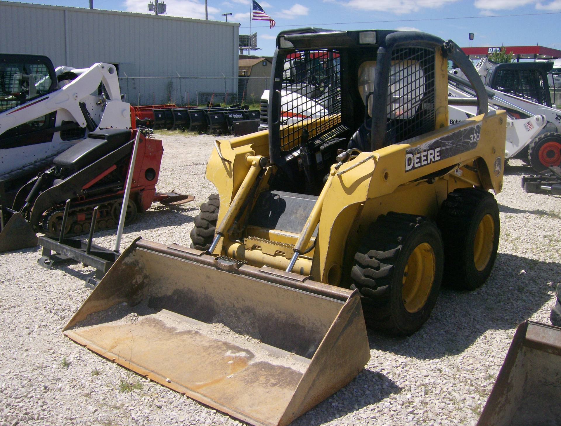 2006 John Deere Construction 320 in Springfield, Missouri