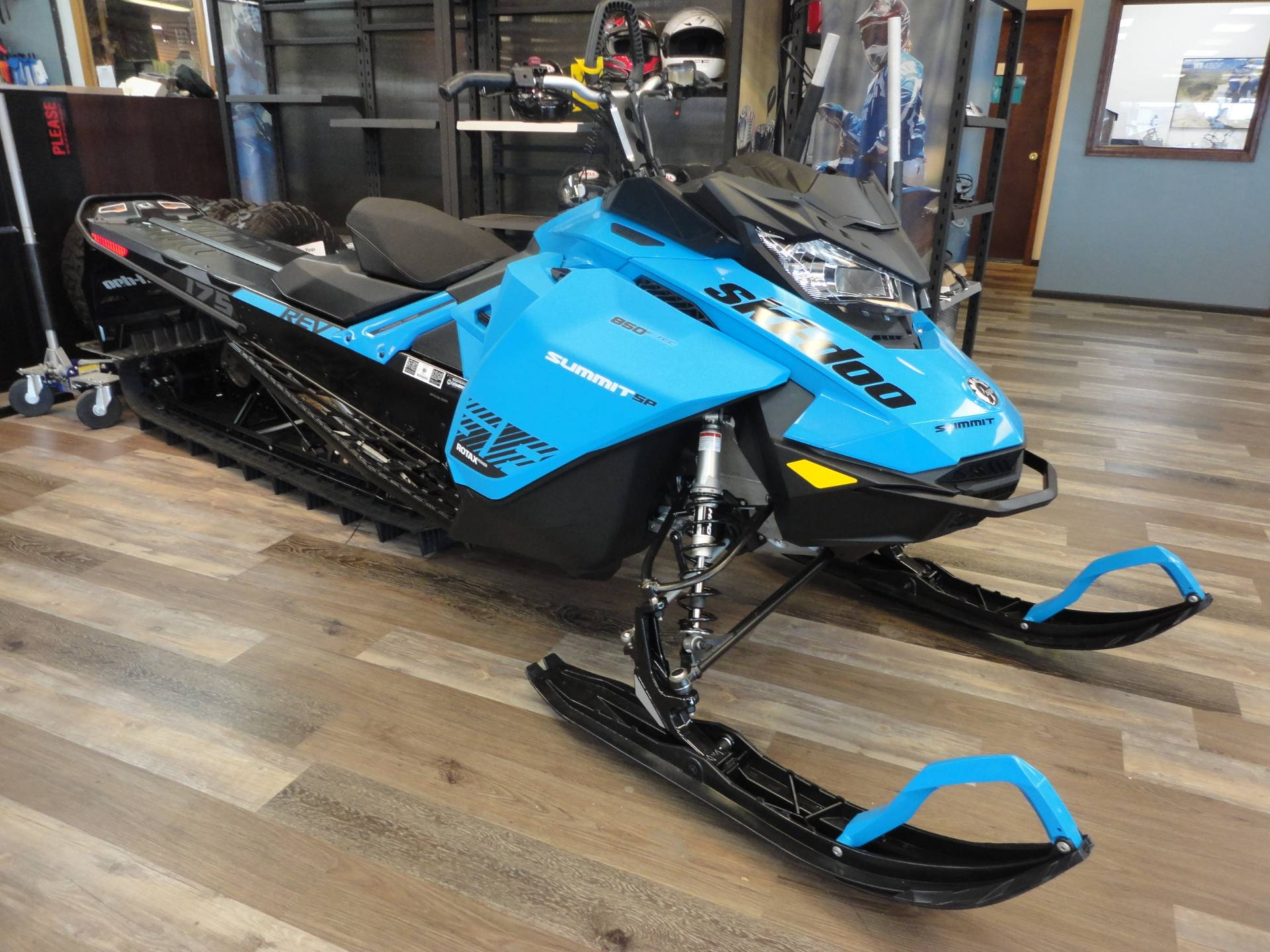 2020 Ski-Doo Summit SP 175 850 E-TEC SHOT PowderMax Light 3.0 w/ FlexEdge in Denver, Colorado - Photo 11