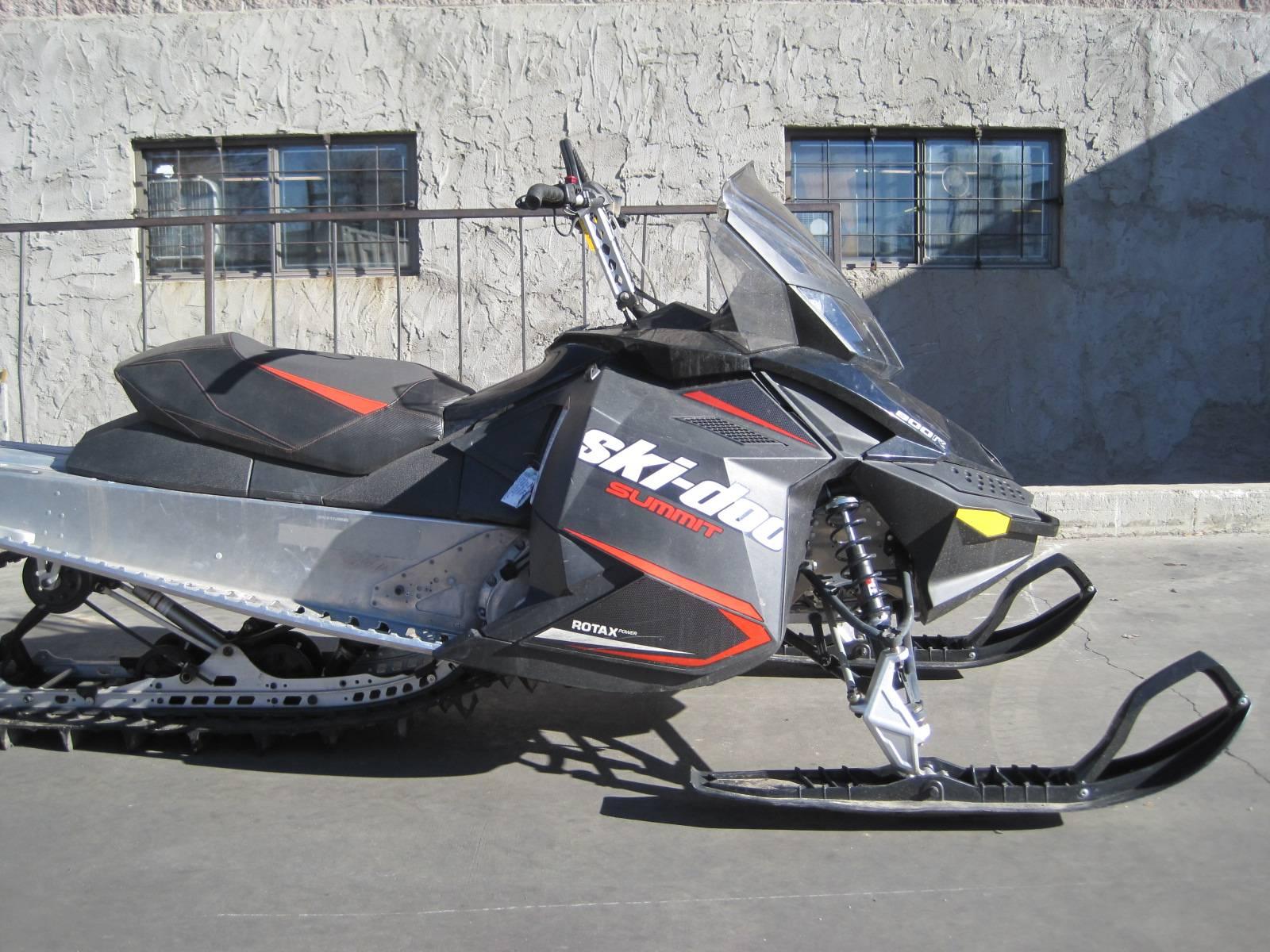 2015 Ski-Doo Summit® Sport 154 800R P-TEK in Denver, Colorado
