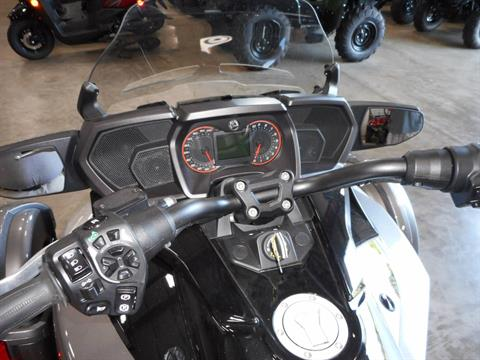 2016 Can-Am Spyder F3-T SM6 w/ Audio System in Belvidere, Illinois - Photo 9