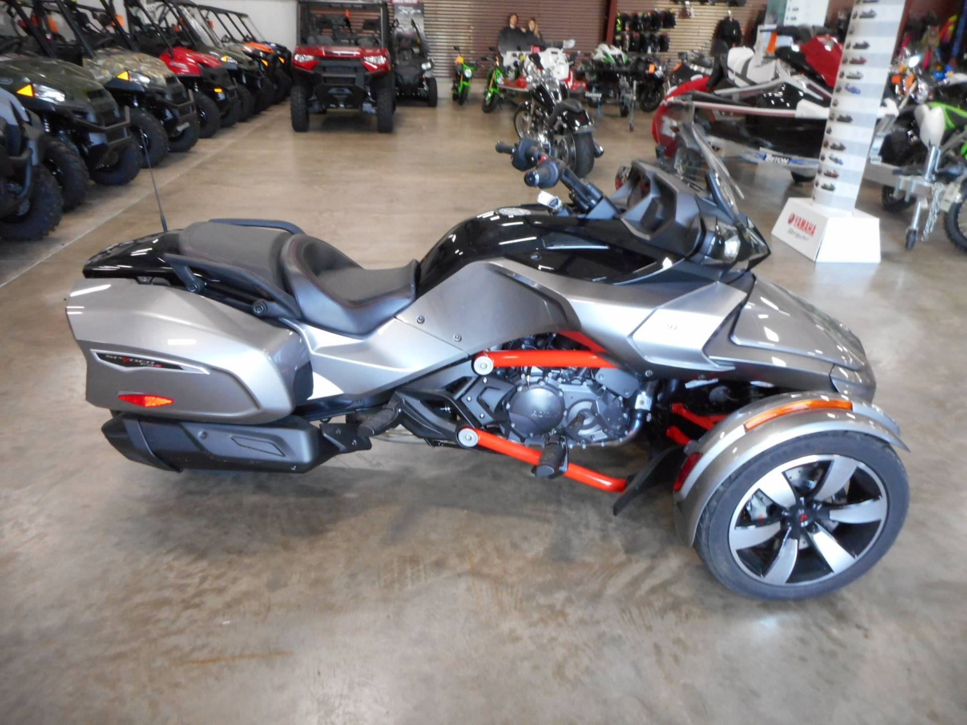2016 Can-Am Spyder F3-T SM6 w/ Audio System in Belvidere, Illinois - Photo 4
