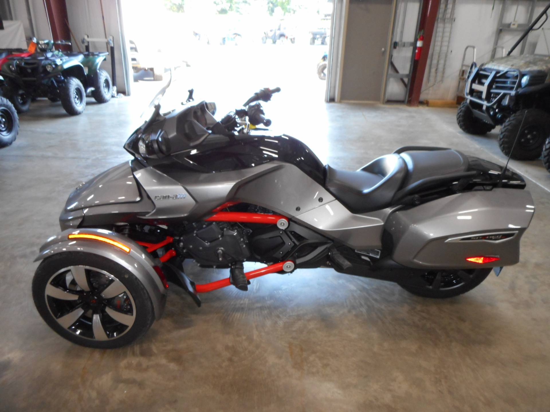 2016 Can-Am Spyder F3-T SM6 w/ Audio System in Belvidere, Illinois - Photo 5
