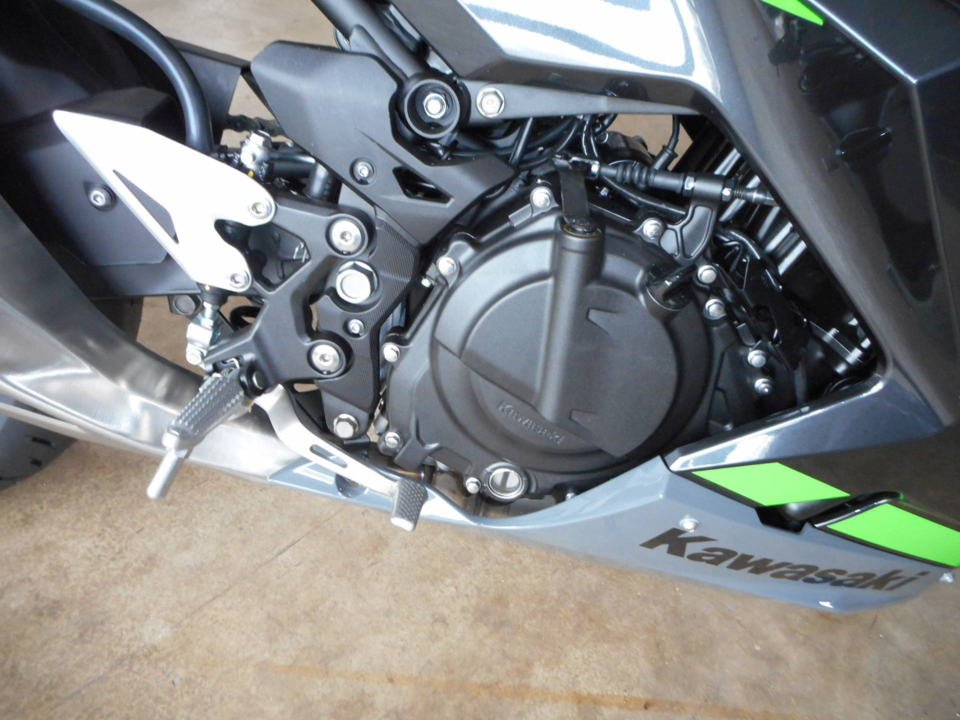 2019 Kawasaki Ninja 400 ABS in Belvidere, Illinois - Photo 9