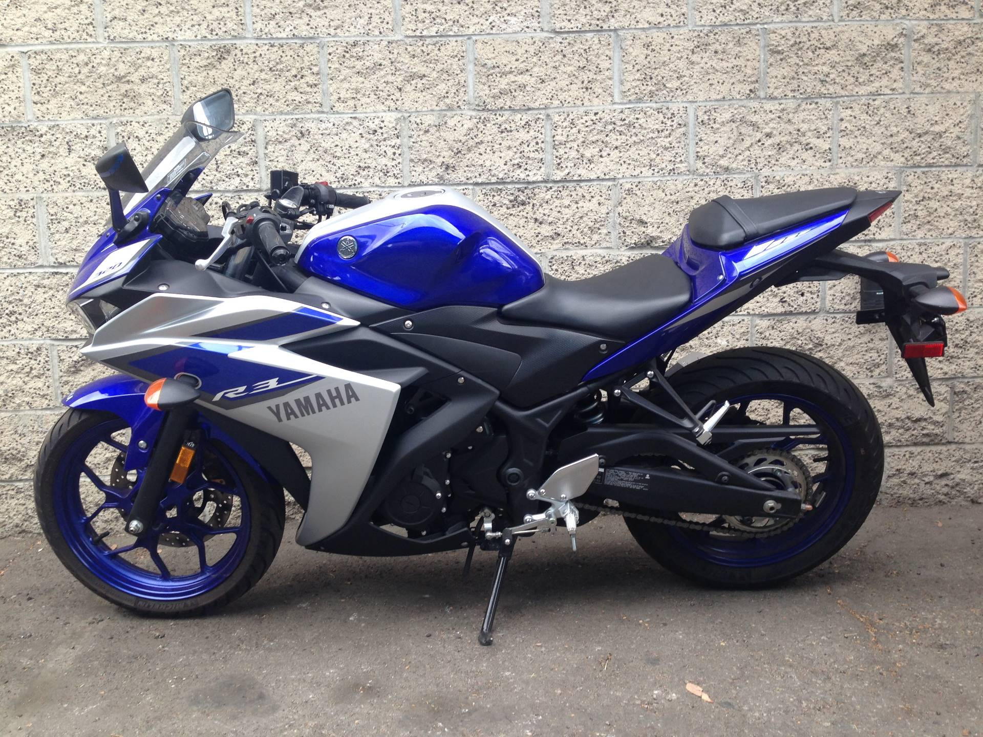 2015 Yamaha YZF-R3 4