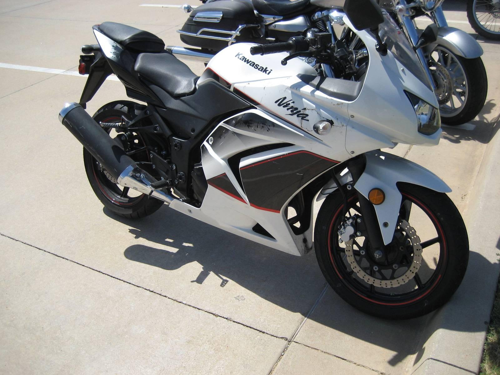 2011 Kawasaki Ninja 250R 2
