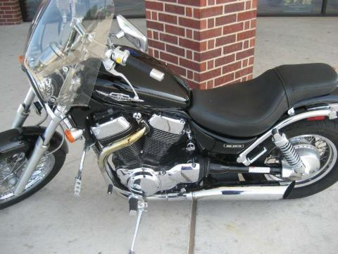 2005 Suzuki Boulevard S83 in Shawnee, Oklahoma - Photo 2