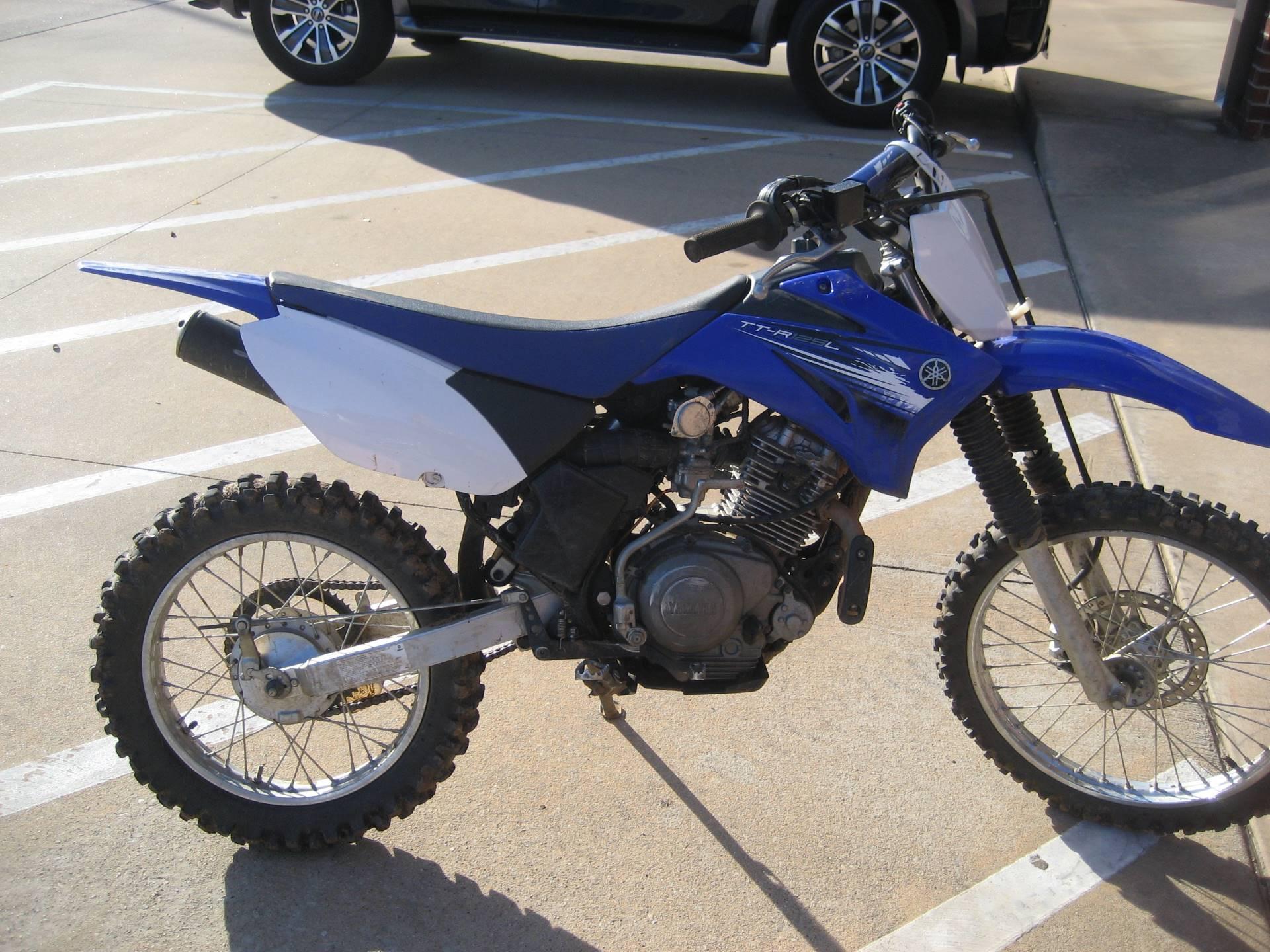 2012 Yamaha TT-R125LE 1