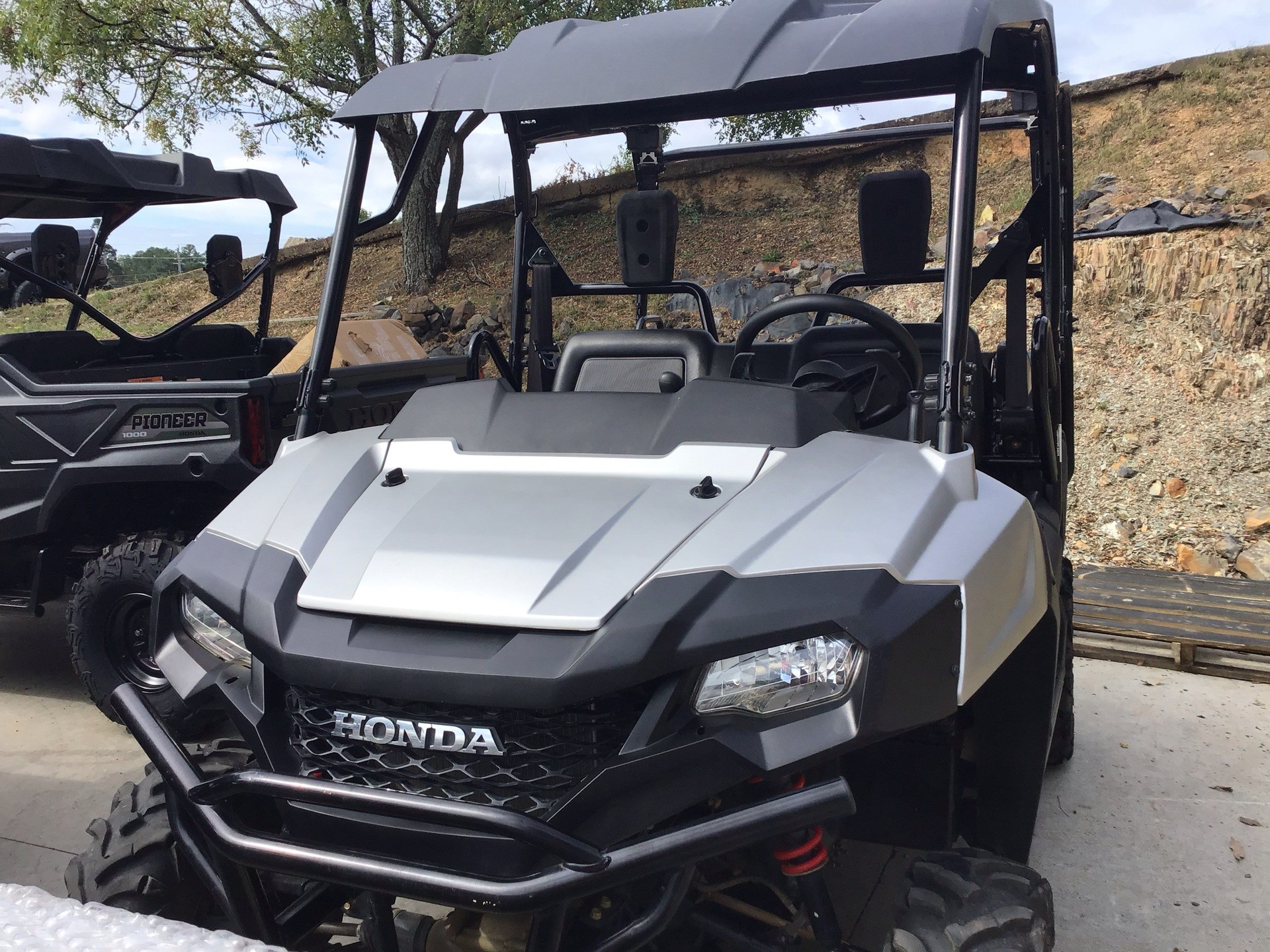 2017 Honda Pioneer 700-4 Deluxe in Hot Springs National Park, Arkansas - Photo 2