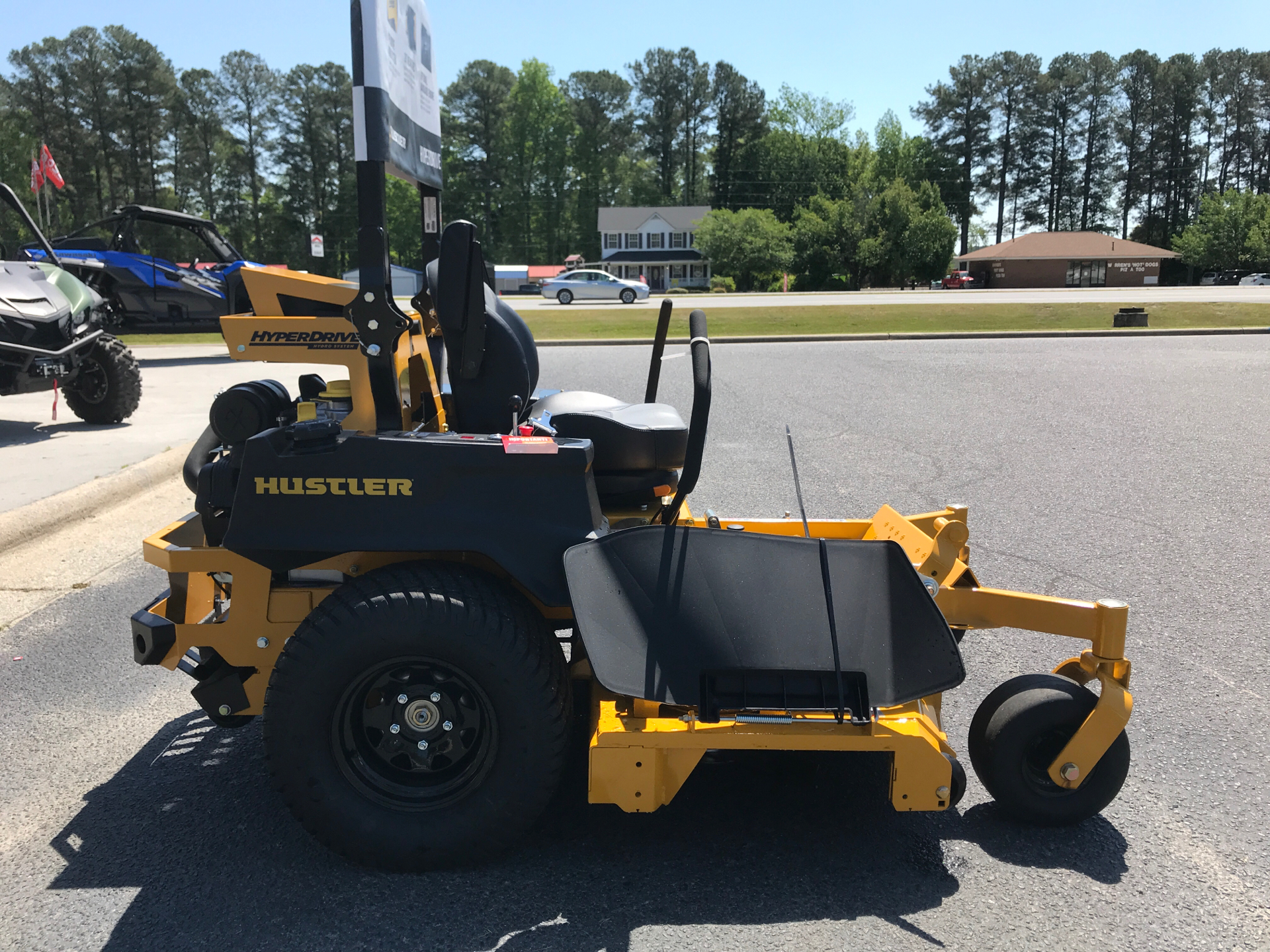 2021 Hustler Turf Equipment Super Z HyperDrive 60 in. Vanguard Big Block EFI 37 hp with Oil Guard in Greenville, North Carolina - Photo 4