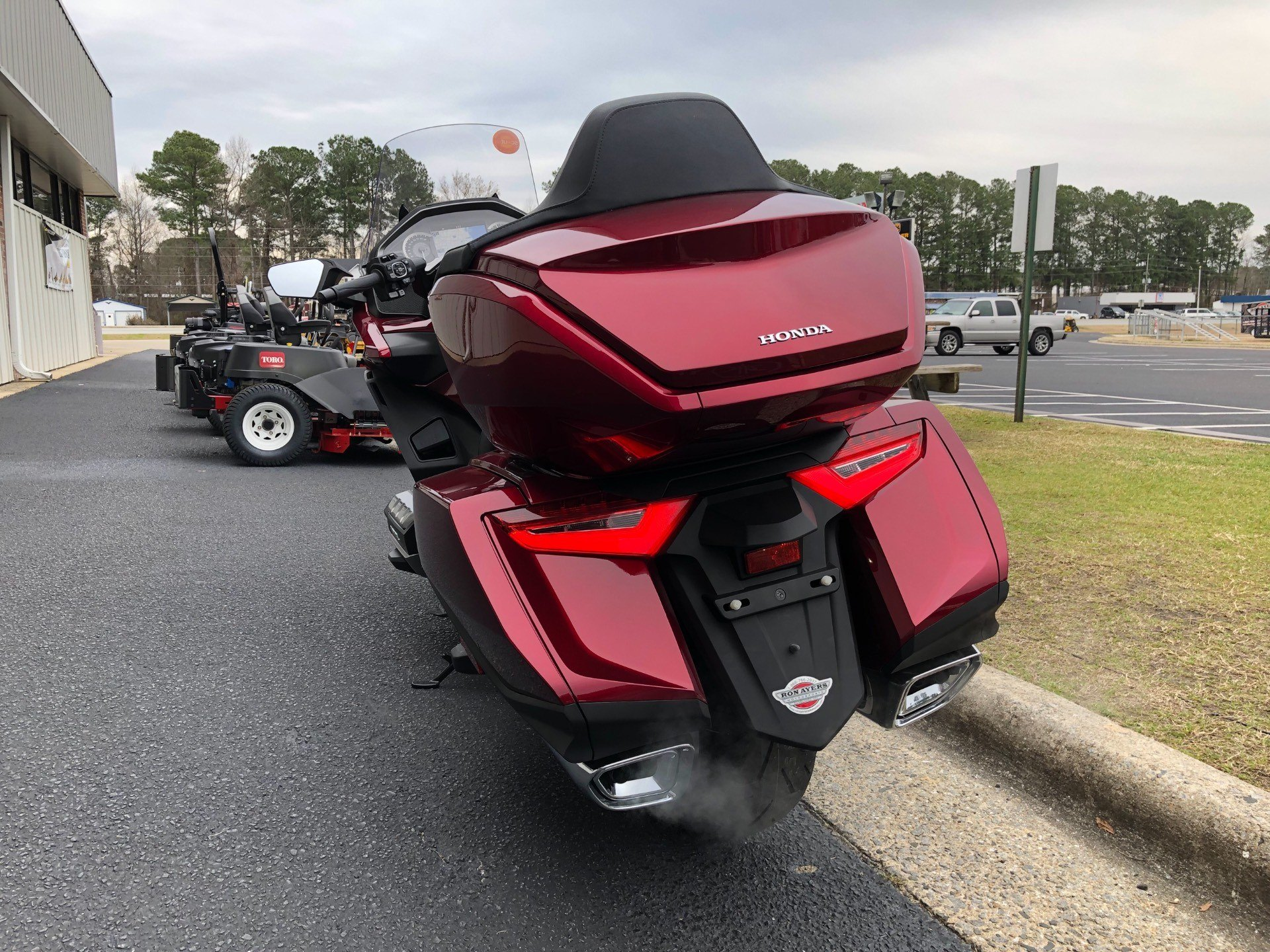 2018 Honda Gold Wing Tour Automatic DCT in Greenville, North Carolina - Photo 9