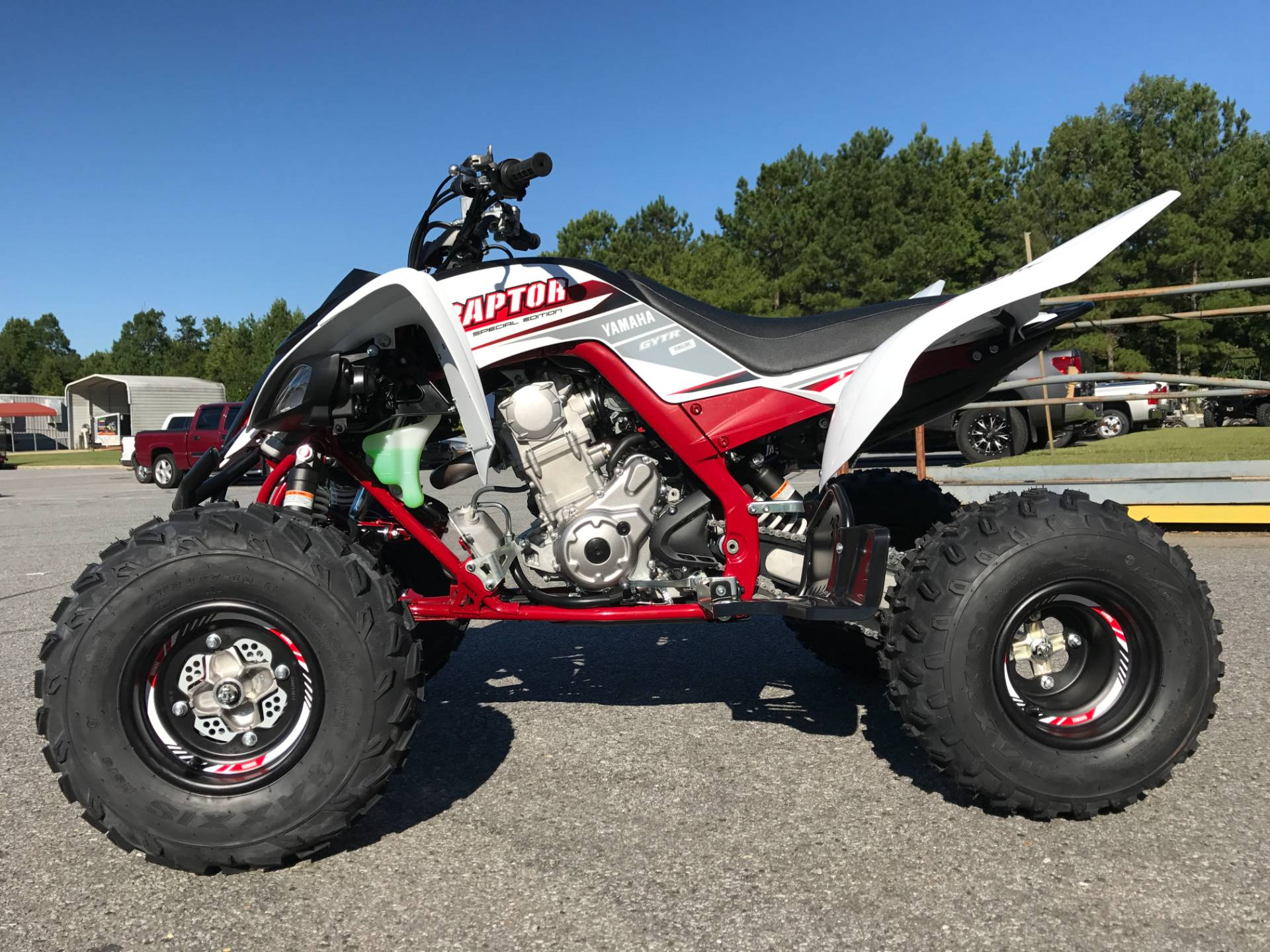 New 2018 yamaha raptor 700r se atvs in greenville nc for Yamaha north county