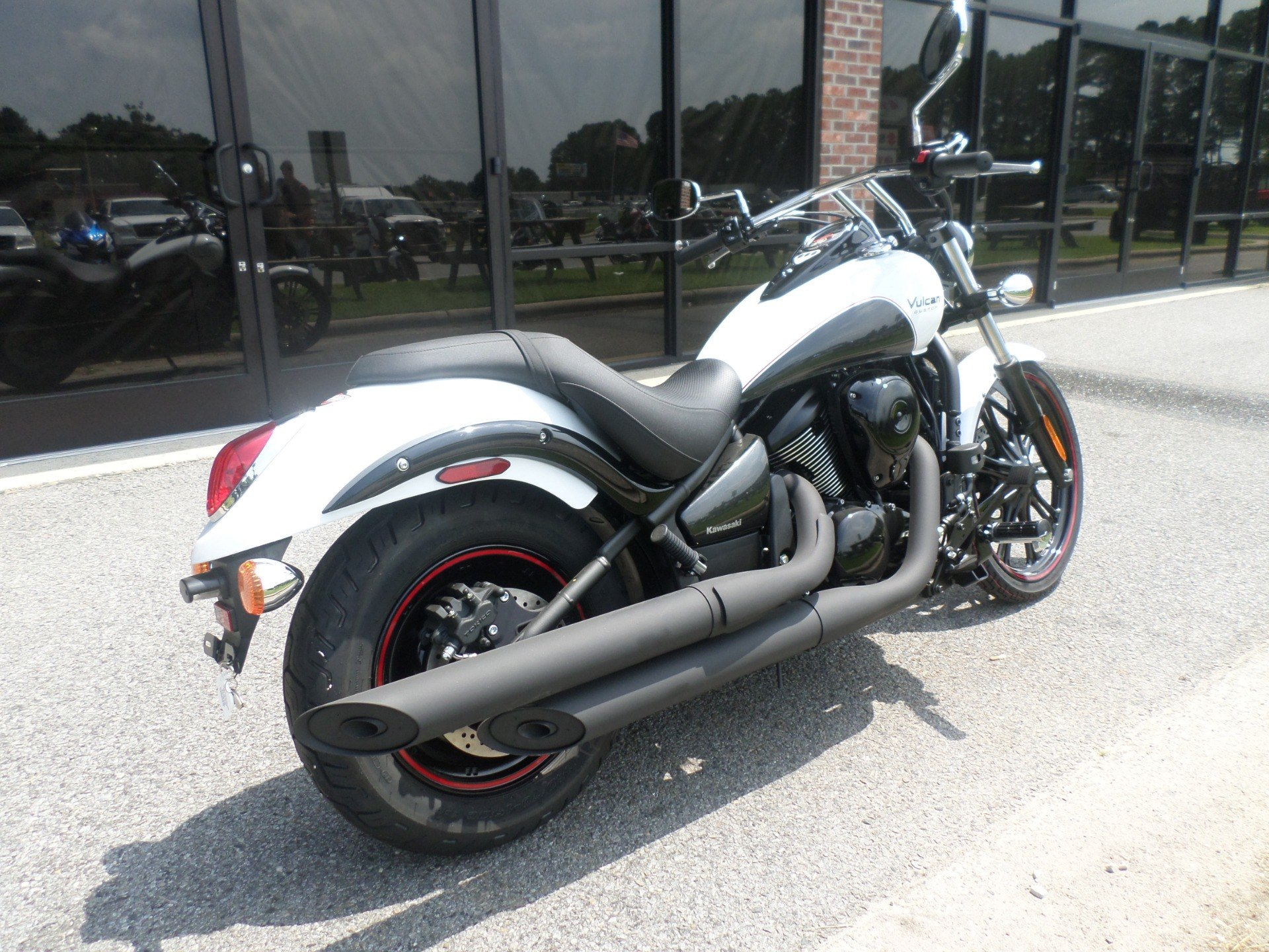 2016 Kawasaki Vulcan 900 Custom in Greenville, North Carolina