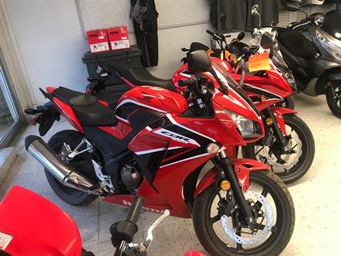 2017 Honda CBR300RH in Harrison, Arkansas - Photo 2