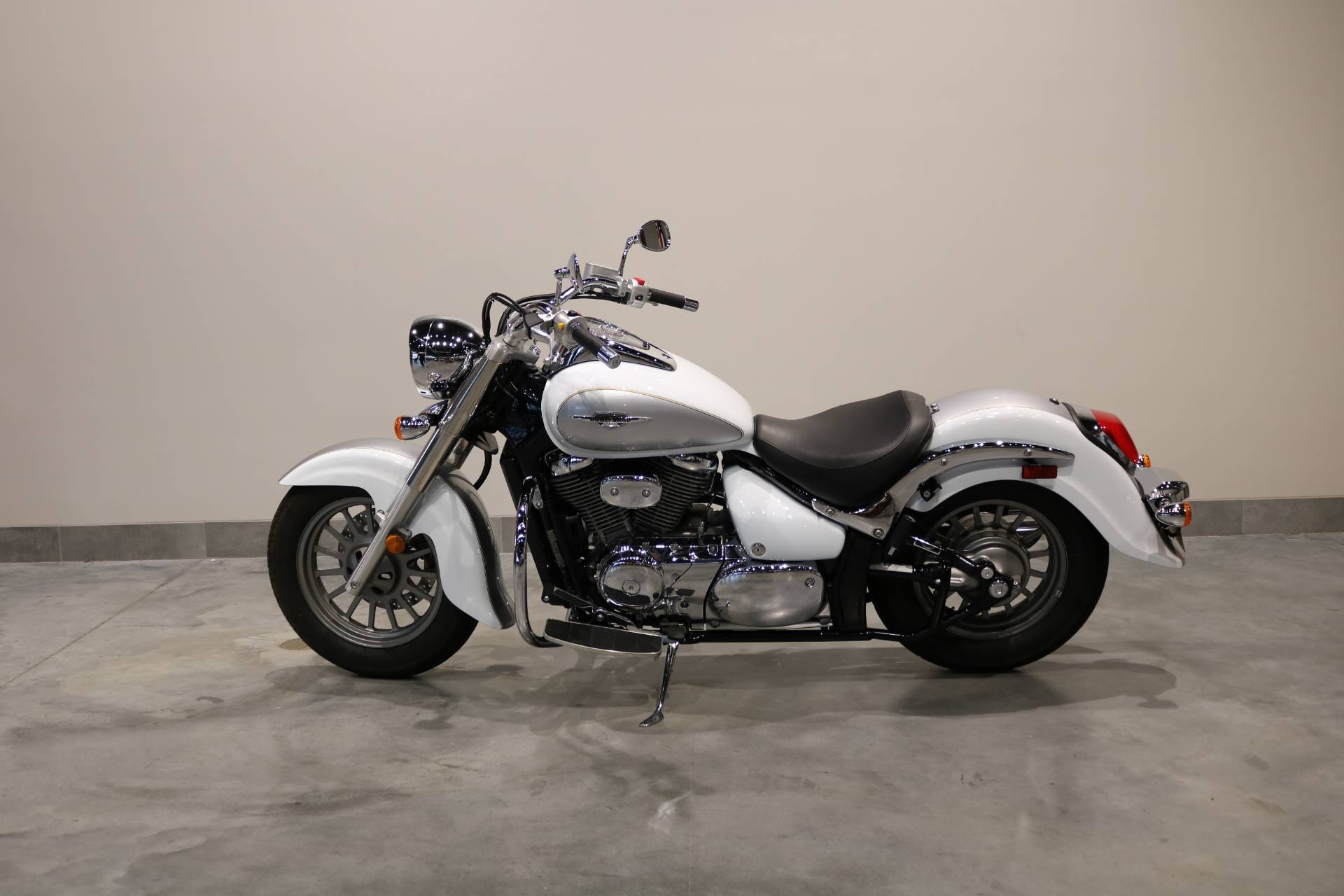 2013 Suzuki Boulevard C50 Special Edition in Saint Paul, Minnesota - Photo 2