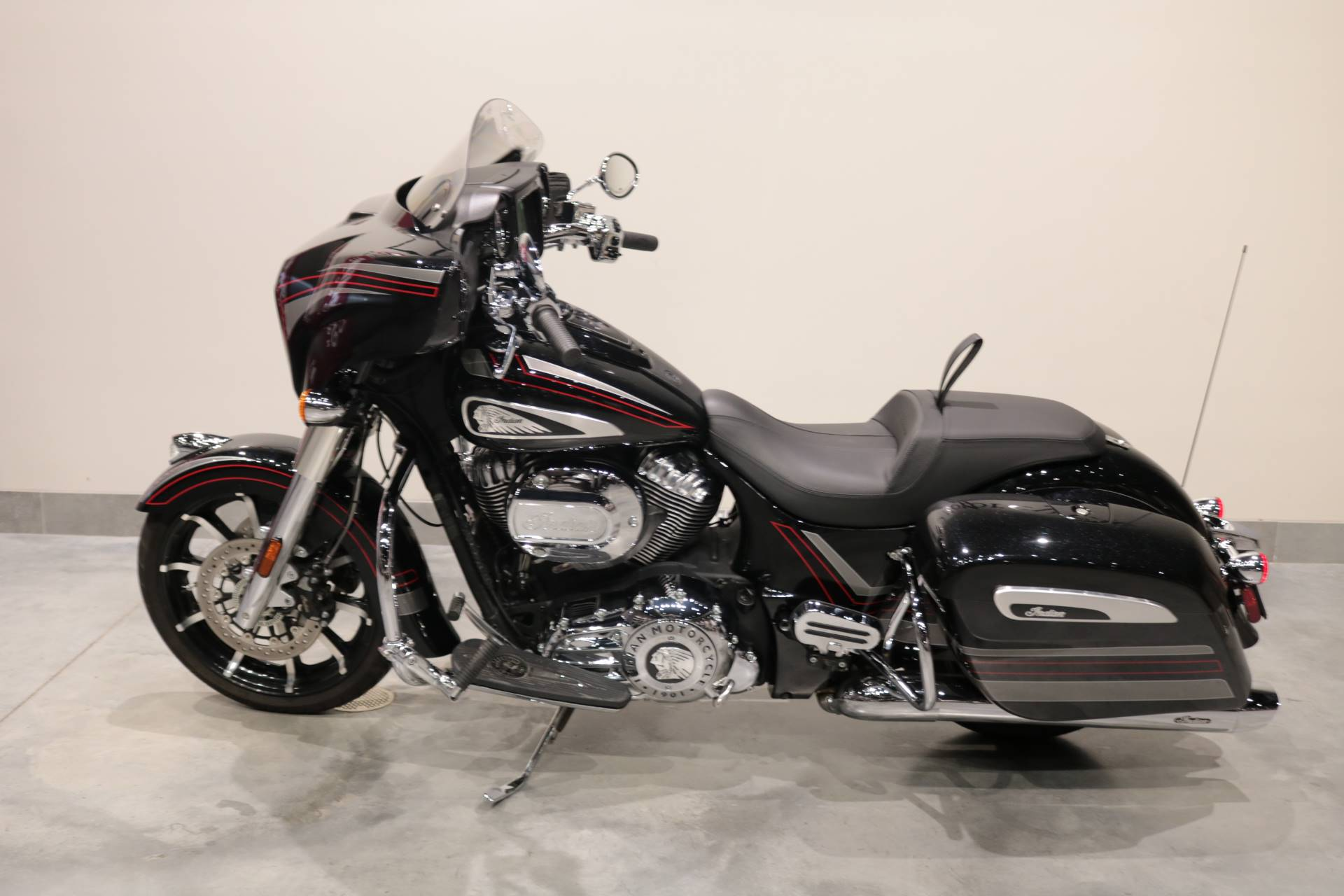 2020 Indian Chieftain® Limited in Saint Paul, Minnesota - Photo 2
