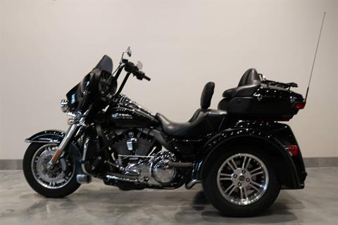 2015 Harley-Davidson Tri Glide® Ultra in Saint Paul, Minnesota - Photo 2