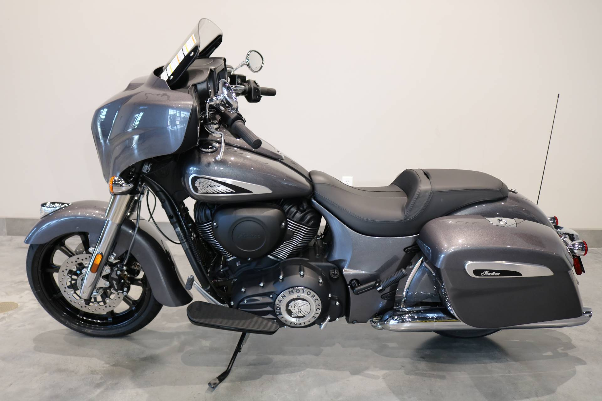 2019 Indian Chieftain® ABS in Saint Paul, Minnesota - Photo 2