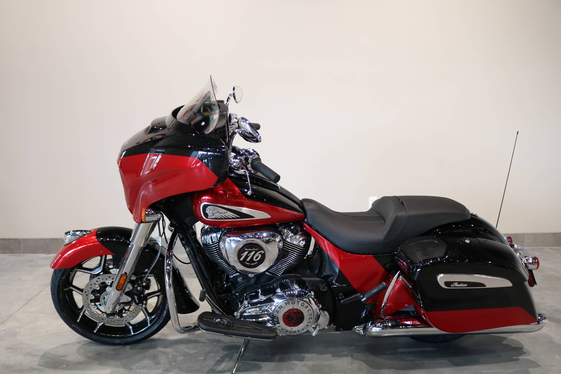 2020 Indian Chieftain® Elite in Saint Paul, Minnesota - Photo 2