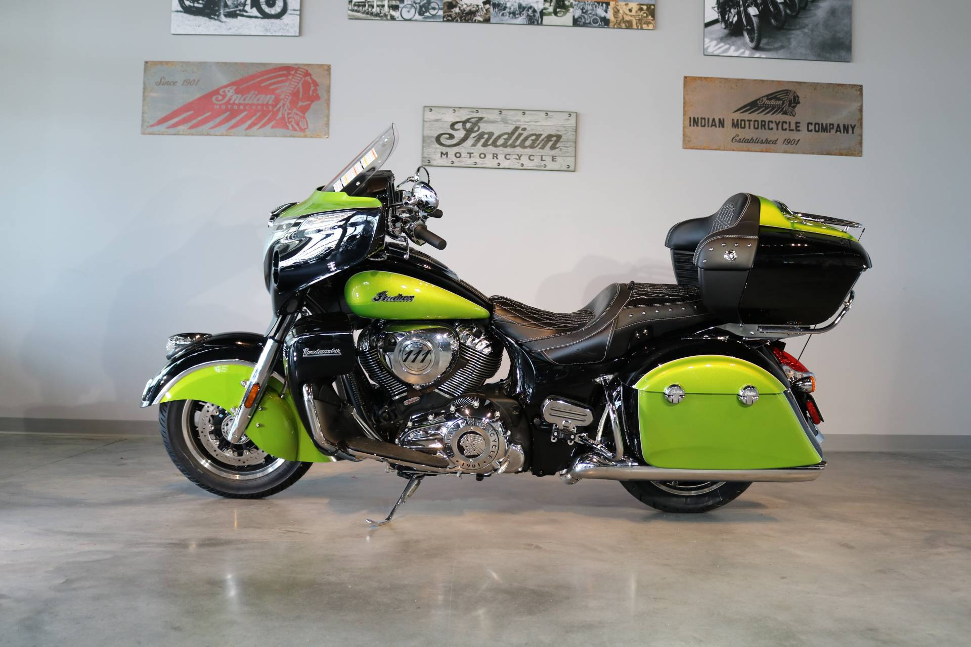 2018 Indian Roadmaster® Icon Series in Saint Paul, Minnesota
