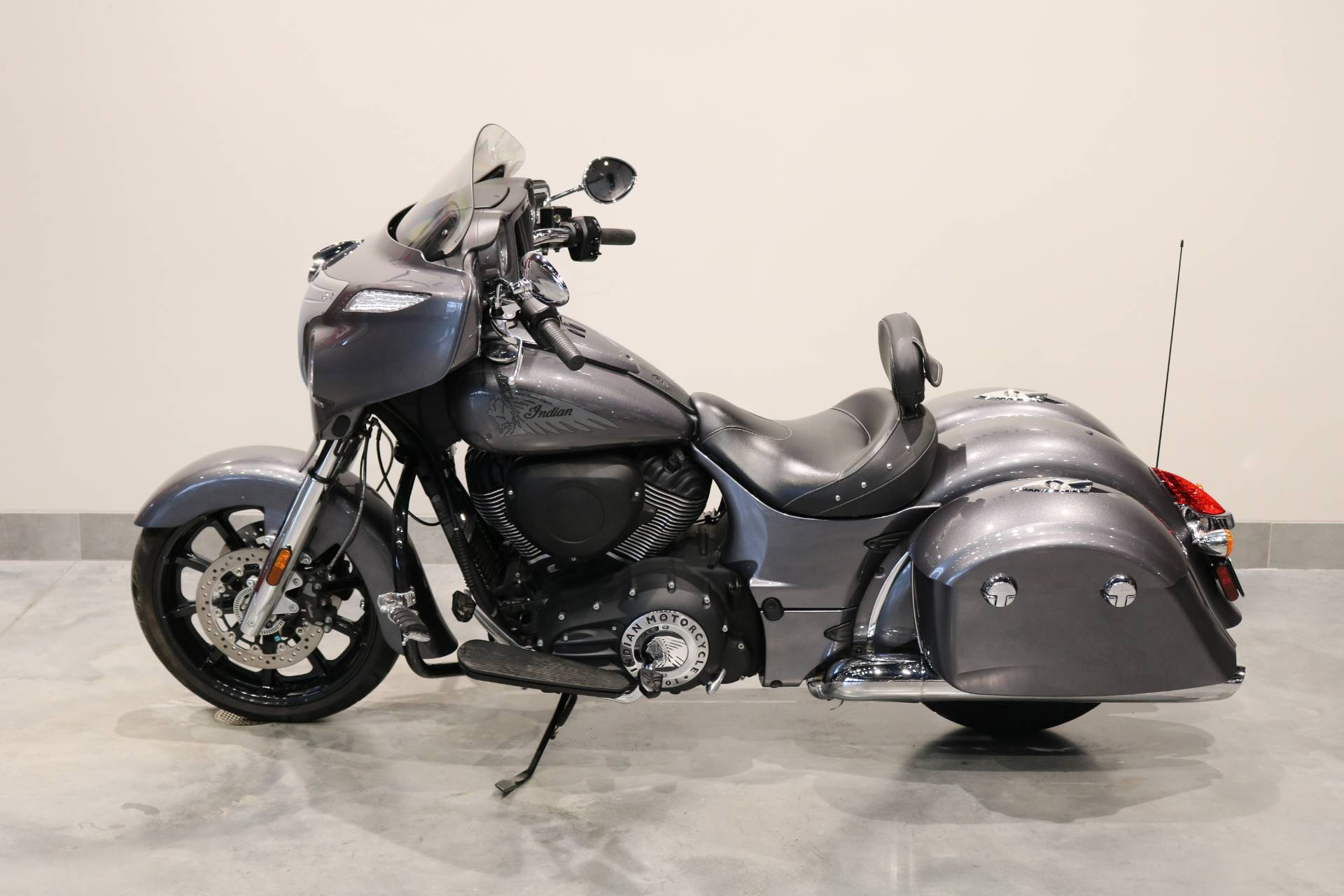 2018 Indian Chieftain® ABS in Saint Paul, Minnesota - Photo 2